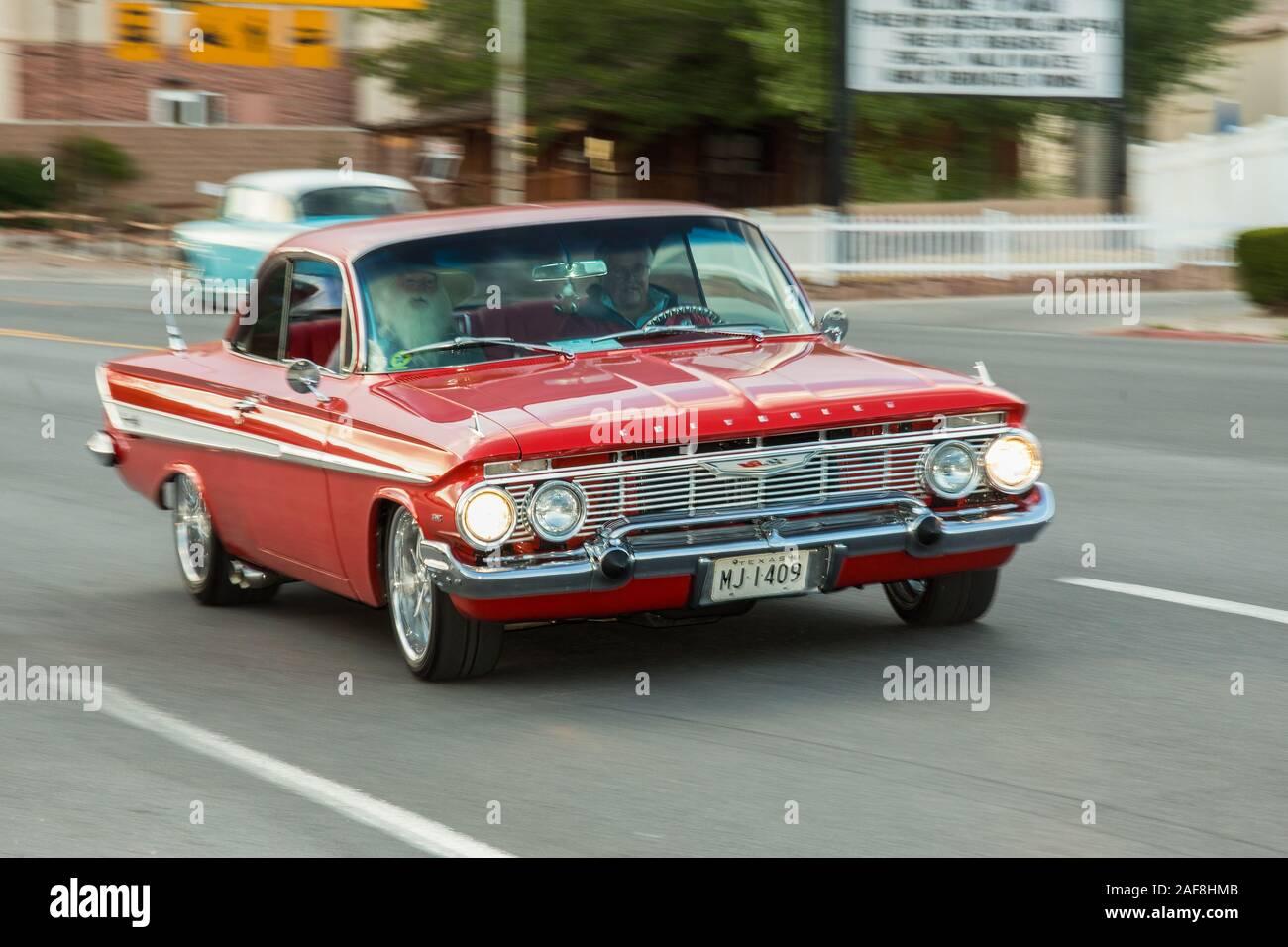 Ein 1961 Chevrolet Impala Ss Super Sport Mit Einem Modifizierten 502 Kriminalpolizei Motor Kreuzfahrt In Der Moabiter April Aktion Auto Show In Moab Utah Wiederhergestellt Stockfotografie Alamy