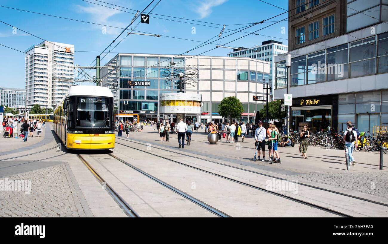 Beruhmte Geschafte Berlin Stockfotos Und Bilder Kaufen Alamy