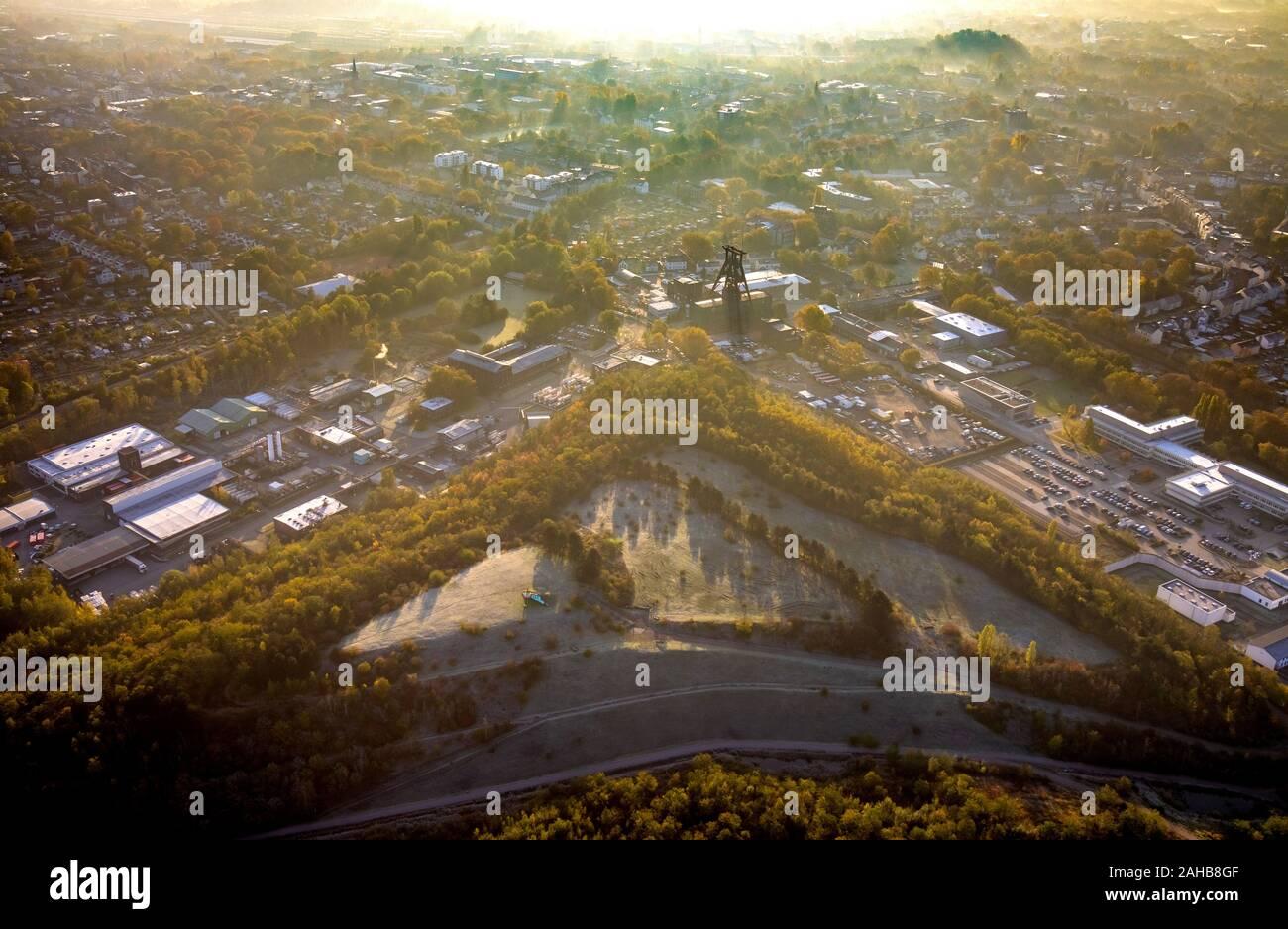 Luftbild, Herbst Foto von Pluto Colliery, Förderturm, Industriegebiet, ehemaliger hard Coal Mine in Herne im Bezirk Wanne-Eickel, Herne, Ruhrgebiet Stockfoto