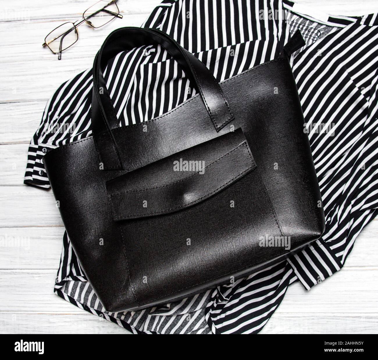 Lackleder NEU Lack Handtasche von Coco California schwarz mit gold