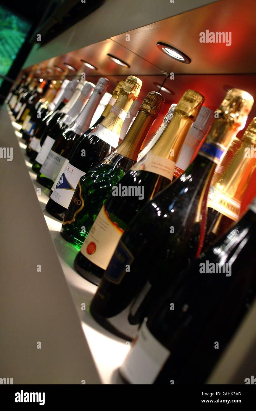 Spumante Stockfotos Und Bilder Kaufen Alamy