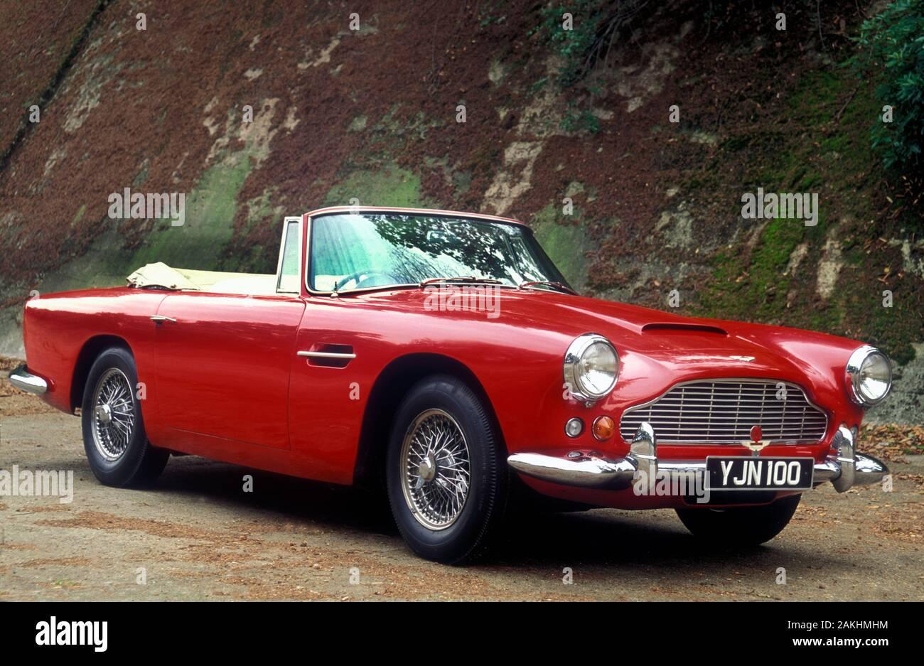 Aston Martin Db4 Convertible Stockfotos Und Bilder Kaufen Alamy