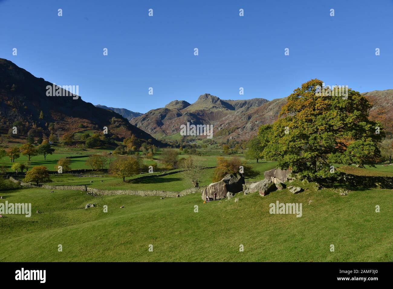 Die Langdale Pikes und die Langdale Boulders, im Vereinigten Königreich Stockfoto