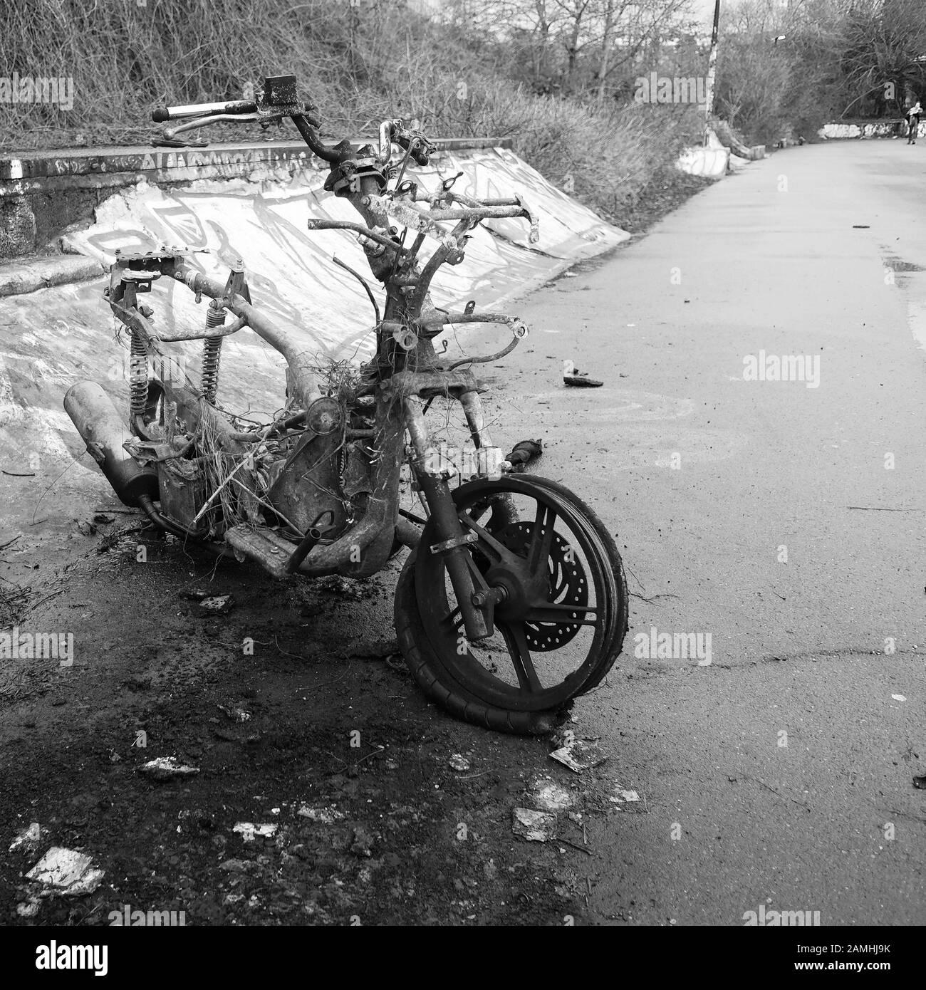 Januar 2020 - Roller In Bristol auf einem Fahrweg Ausgebrannt Stockfoto