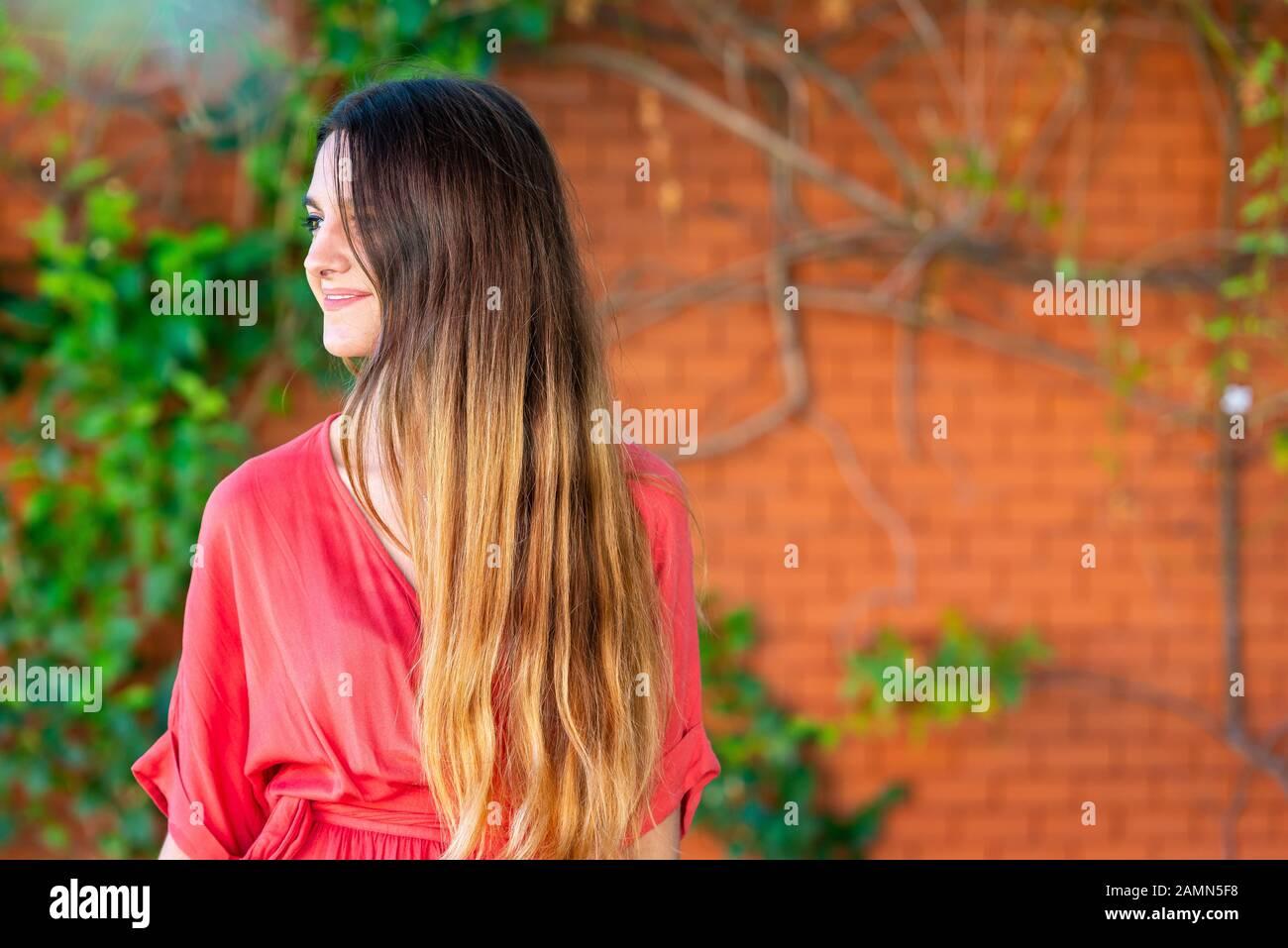 Nahaufnahme des Seitenporträts junger Frauen mit Platz für Text Stockfoto