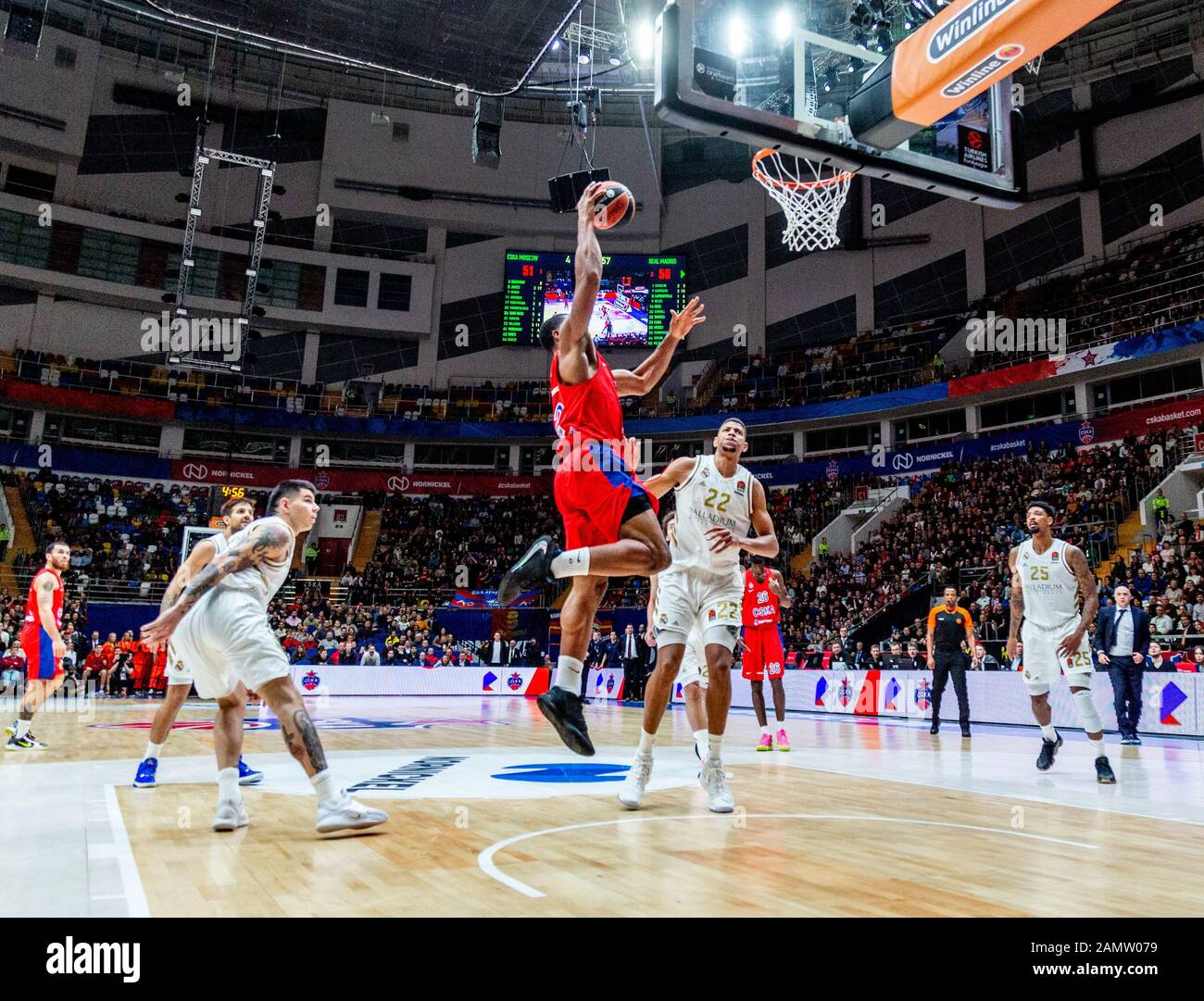 Moskau, Russland. Januar 2020. #42 Kyle Hines von CSKA Moskau im Spiel gegen Real Madrid während der regulären Saison 2019/2020 Turkish Airlines Euroleague Runde 19 in der Megasport Arena.(Endstand: CSKA Moskau 60 - 55 Real Madrid) Credit: Sopa Images Limited/Alamy Live News Stockfoto