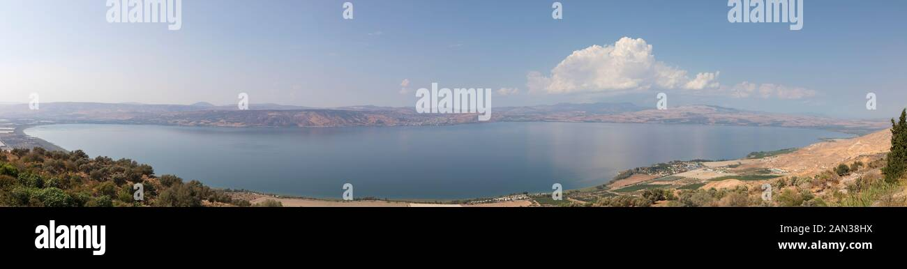 See von Galilee (Kinneret), Israels größter Süßwassersee. Panoramablick von der östlichen Küste auf die westliche Küste. Stockfoto