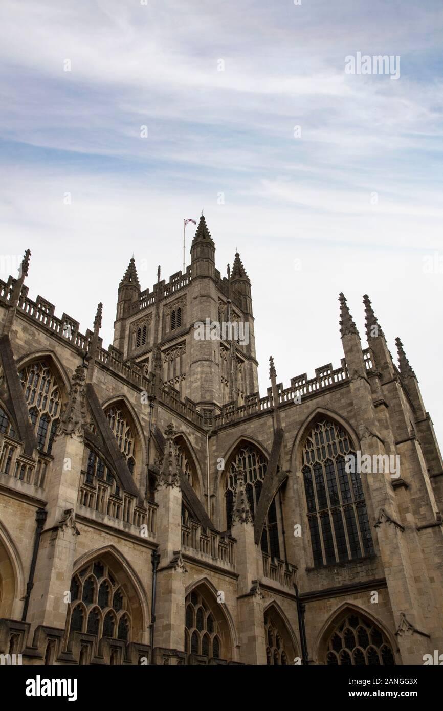 Badewanne, Großbritannien - 10 April, 2019. Die Abtei von Bath ist eine anglikanische Pfarrkirche und ehemalige Benediktiner Kloster aus dem 7. Jahrhundert gegründet. Badewanne, Somerset, Englan Stockfoto