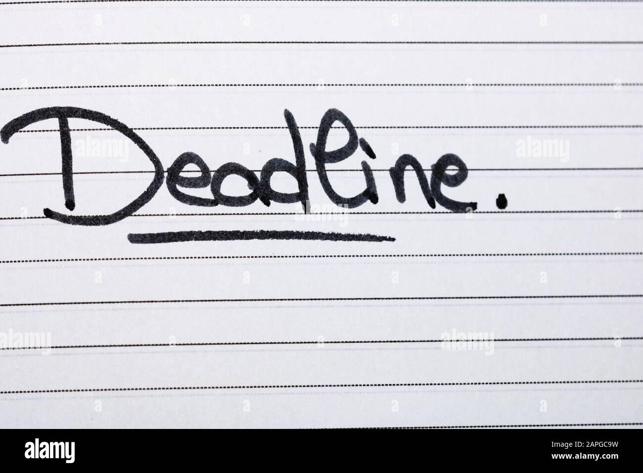 Frist, Handschriftertext auf der Büroagenda. Kopierbereich. Stockfoto