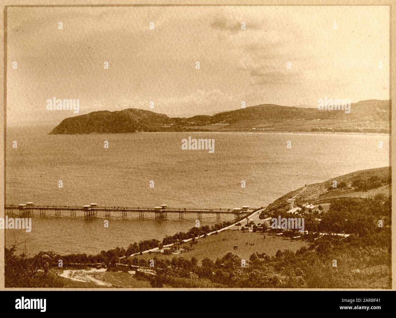 Fernblick auf den Pier, Llandudno, Nordwales. Datum: Ca. 1900s. Stockfoto