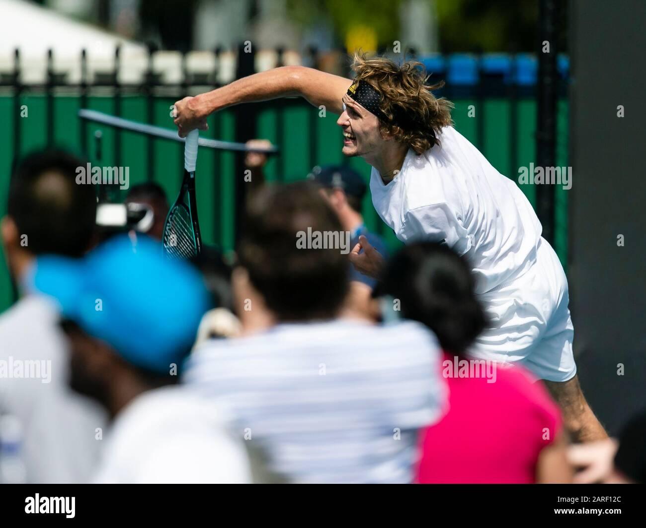 Melbourne, Australien. Januar 2020. Tennis: Grand Slam, Australian Open. Alexander Zverev trainiert seinen Schaufelschlag. Credit: Frank Molter / dpa / Alamy Live News Stockfoto