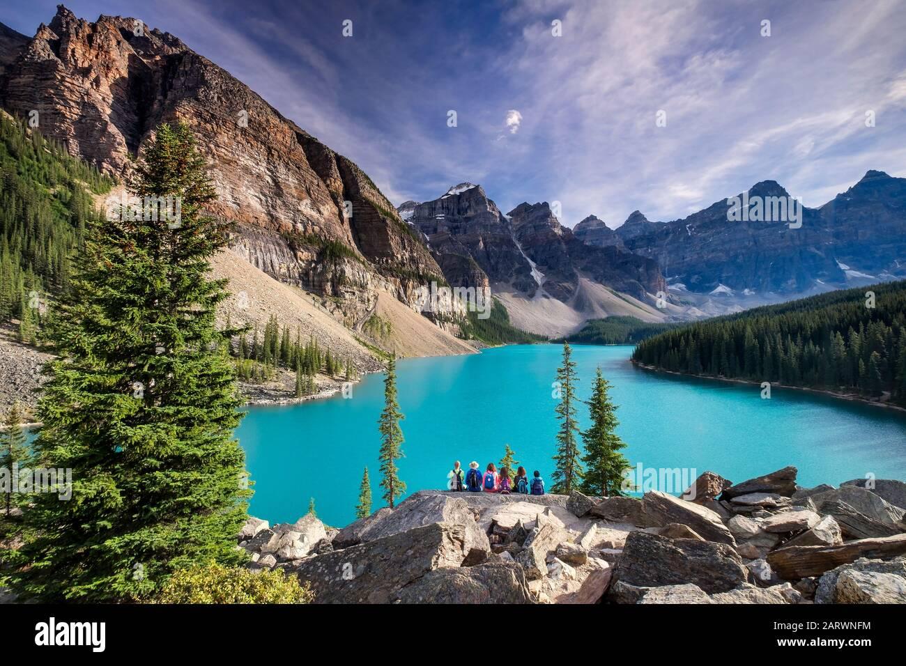 Bewundern Sie die Aussicht vom Rockpile, Moraine Lake, Valley of the Ten Peaks, Banff National Park, Canadian Rockies, Alberta, Kanada Stockfoto