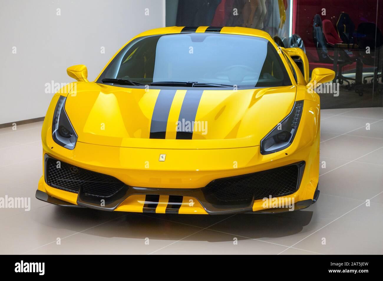 Yellow Ferrari Showroom Stockfotos Und Bilder Kaufen Alamy