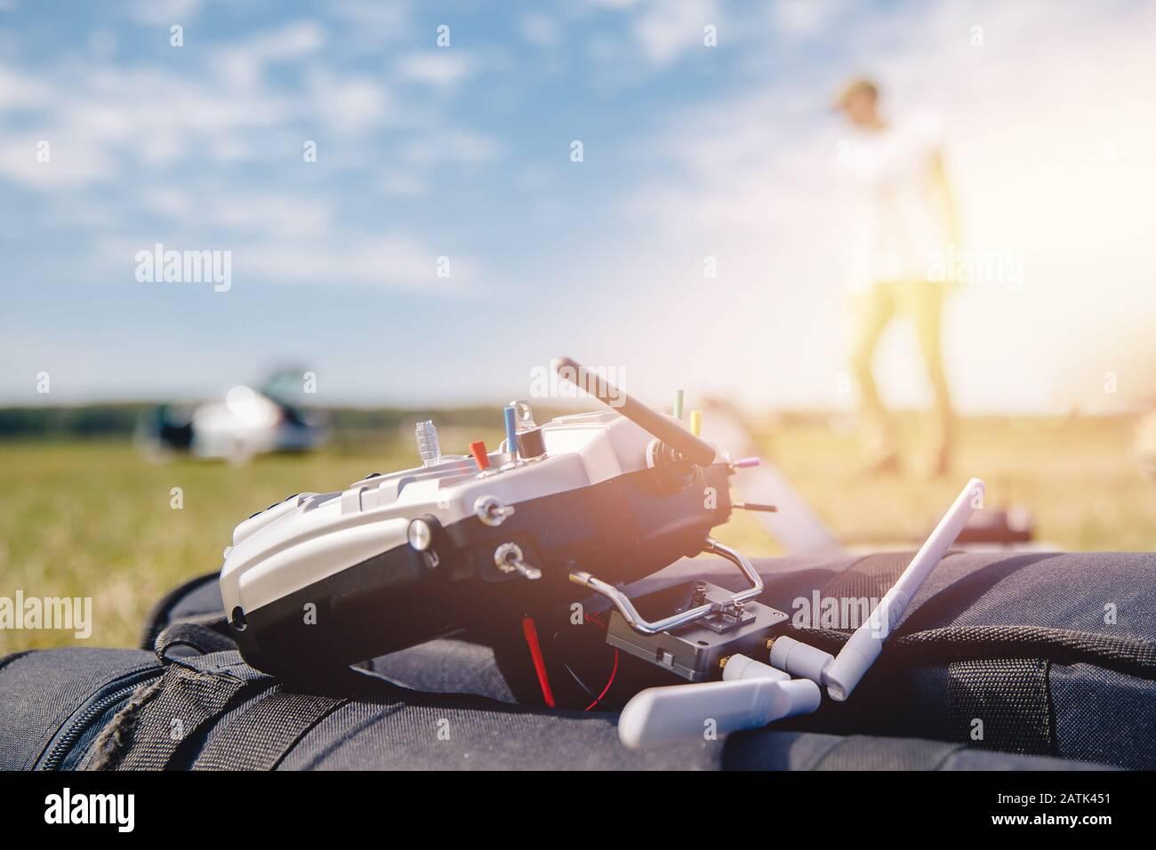 Fernbedienung für elektrische Drohne und Flugzeuge Stockfoto