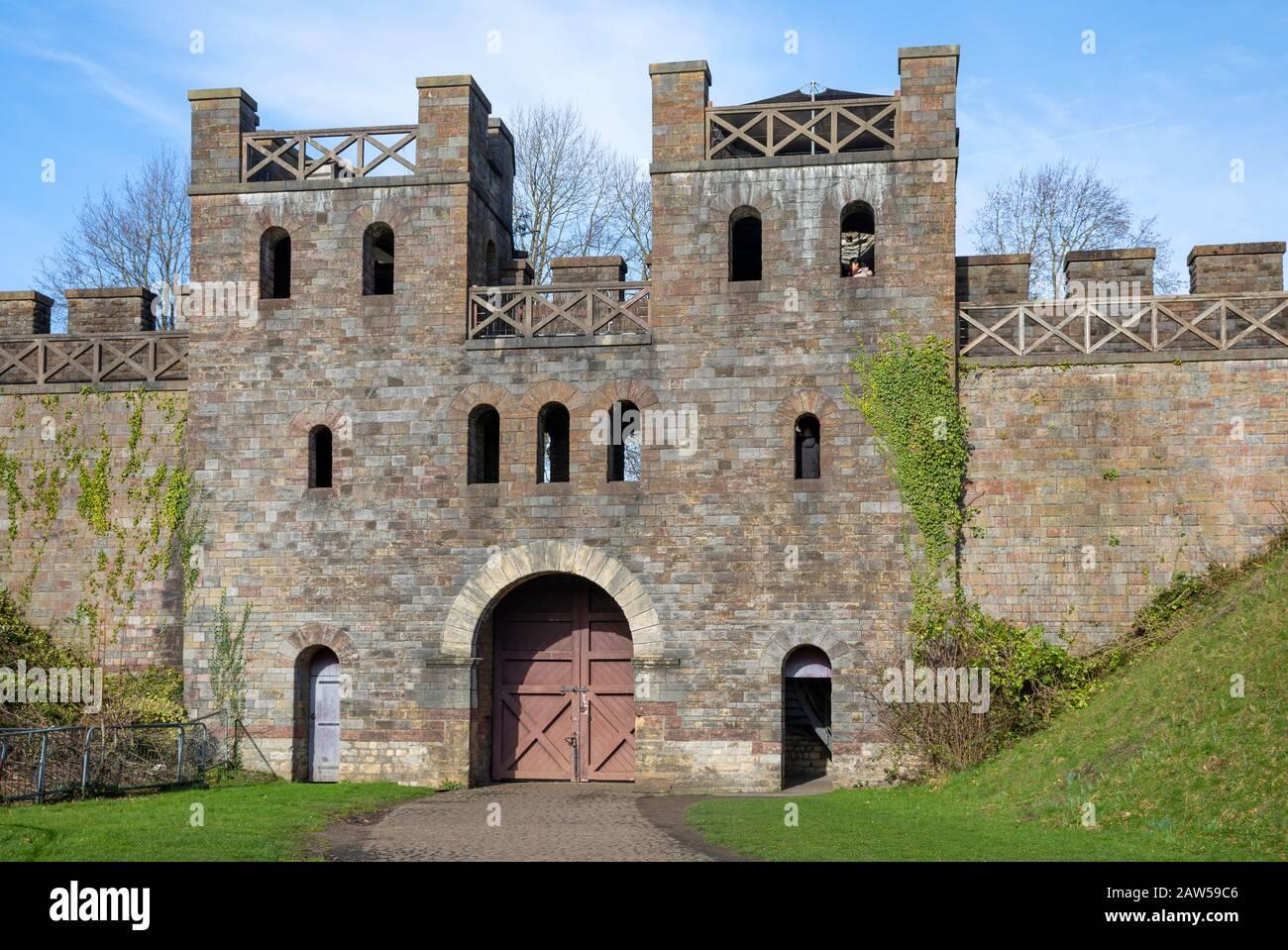 Cardiff Castle North Gate, Cardiff, South Wales, Großbritannien Stockfoto
