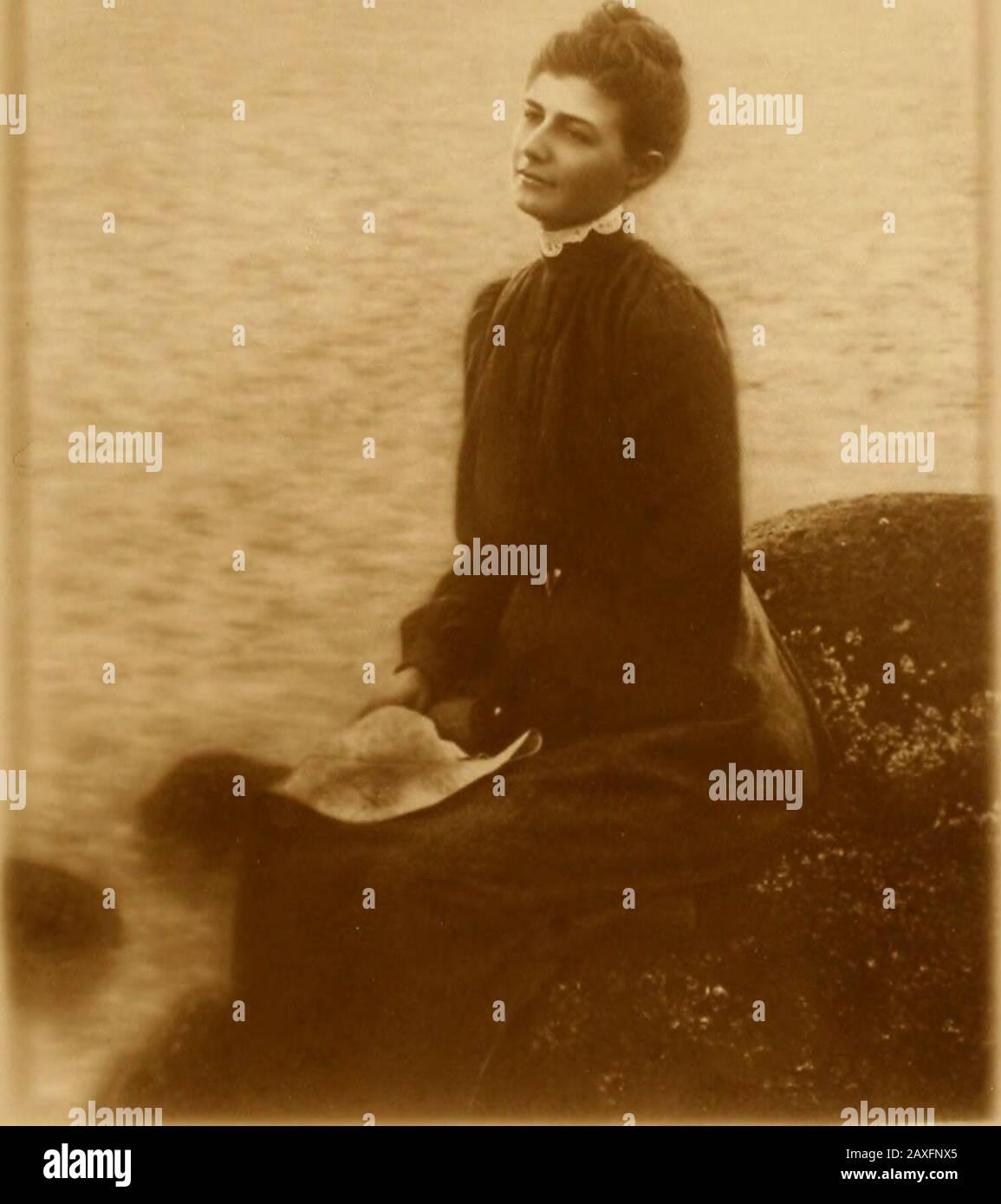 Für ihre Freunde und meine: Ein Buch mit Sehnsüchten, Träumen und Erinnerungen . Presse von Gibson Bros. Ink.Washington, D. C.• 3l17 IN ERINNERUNG AN CHARLOTTE MAY BUFFETT Irgendwann Frau von ERWIN F. SMITH Geboren: 8. Oktober 1871, Cleveland, Ohio Verheiratet: 13. April 1893 starb Easton, Maryland: 28. Dezember 1906, Washington, D. C. Denn je wirst du lieben, und sie ist fair!-Keats. Gott hat sie mit Sich Selbst ewig, Doch sie wohnt jede Stunde bei dir. -Cino da Pisloia (Übersetzung von Rossettis). CE que lhomme ici-bas appelle le genie, Cest le besoin daimer; hors de la tout est eitel. -Alfred de Musset.. Das Meer Stockfoto