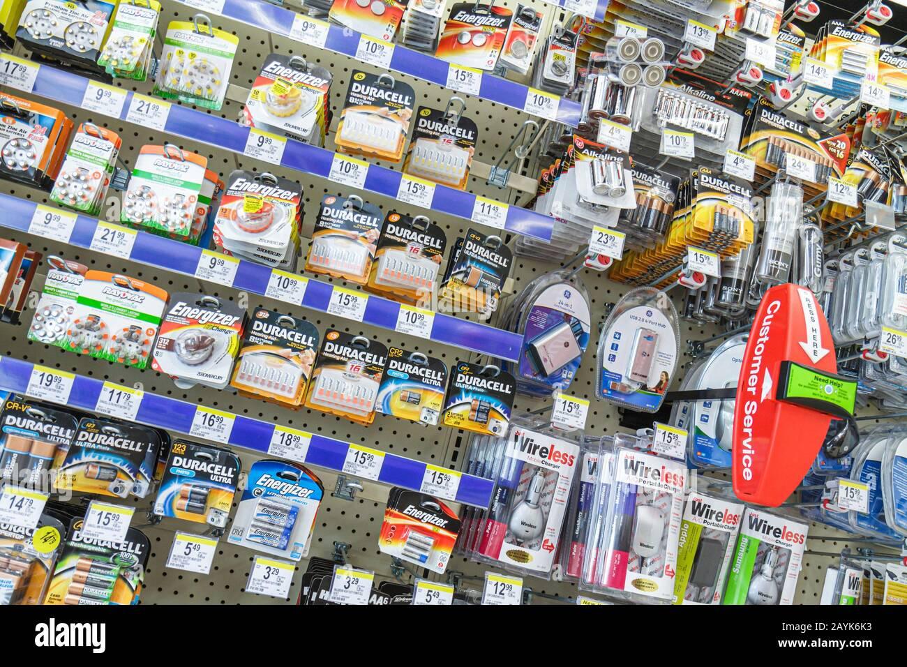 Miami Beach Florida Walgreens Apotheke Drogerie Verpackung Einzelhandelsumsätze für Verkauf Einzelhandel anzeigen Batterien Stockfoto