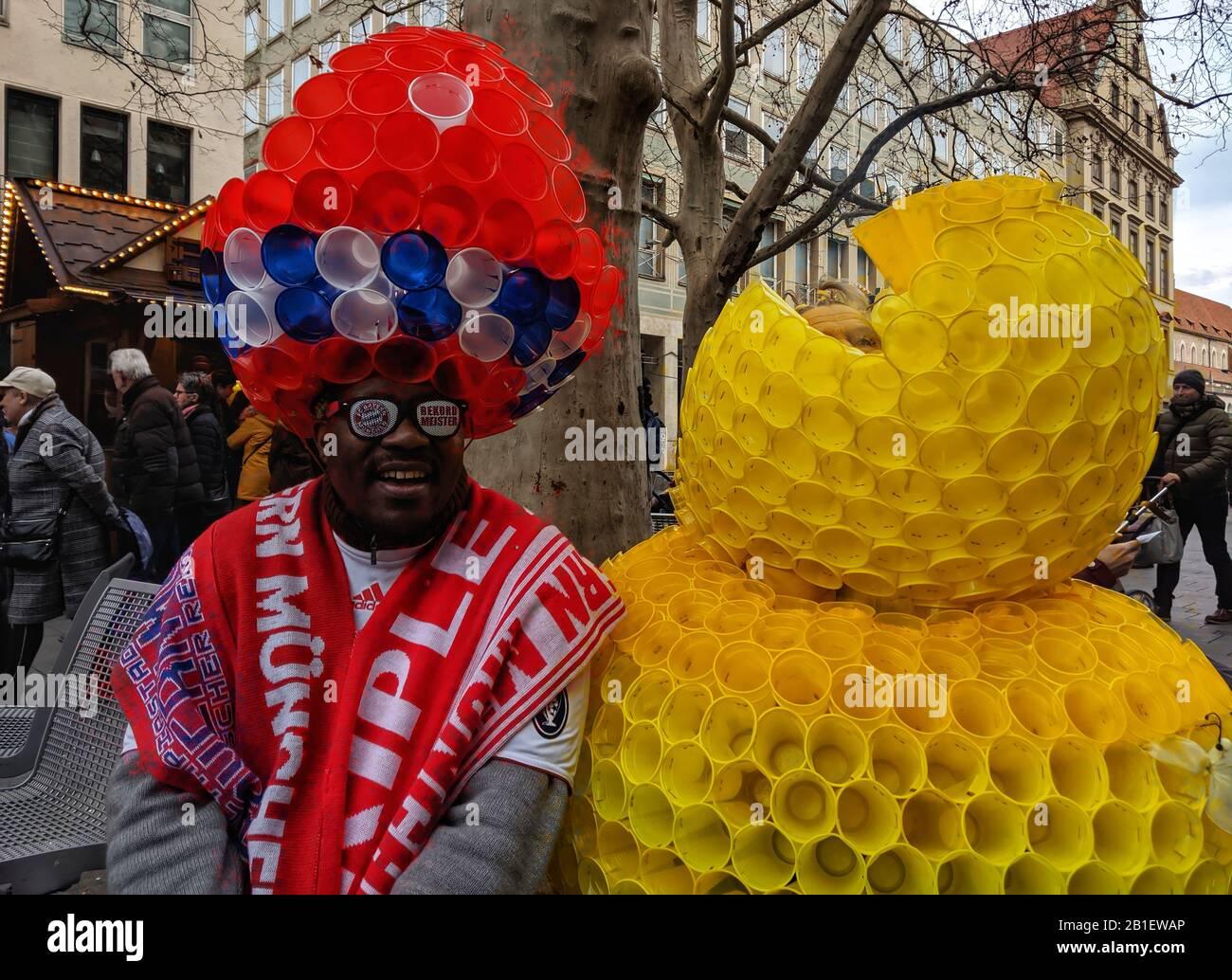 München, Bayern, Deutschland. Februar 2020. Beispiele für die aufwendigen und oft übermüdlichen und humorvollen Kostüme während der Münchner Fasching (Karneval)-Feier 2020. Credit: Sachelle Babbar/ZUMA Wire/Alamy Live News Stockfoto