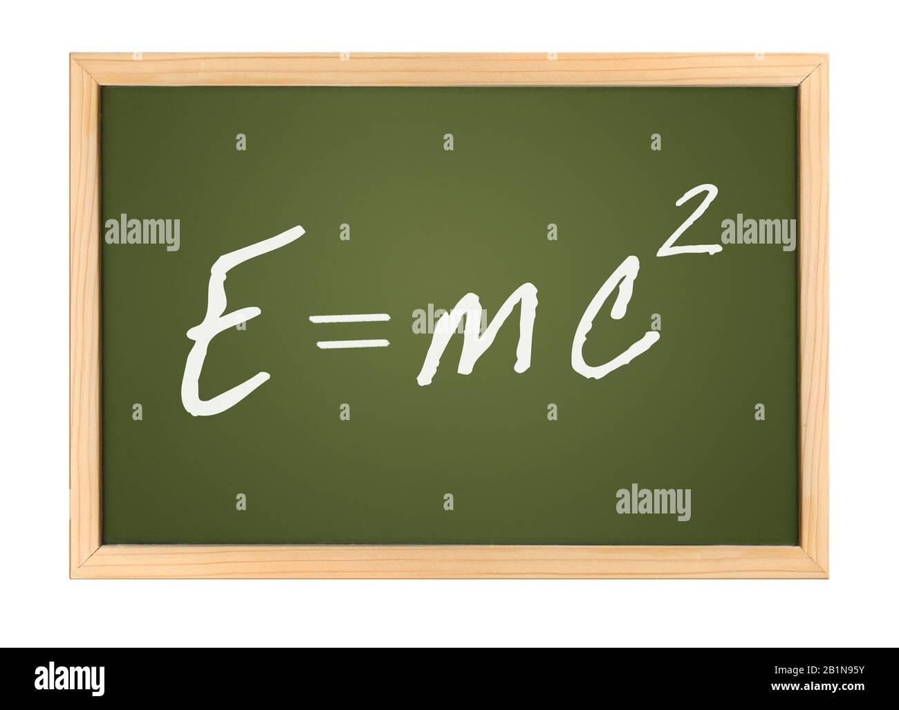Grüner Blackboard-Schriftzug E=MC2 (Mass-Energy Equivalence) vor weißem Hintergrund Stockfoto