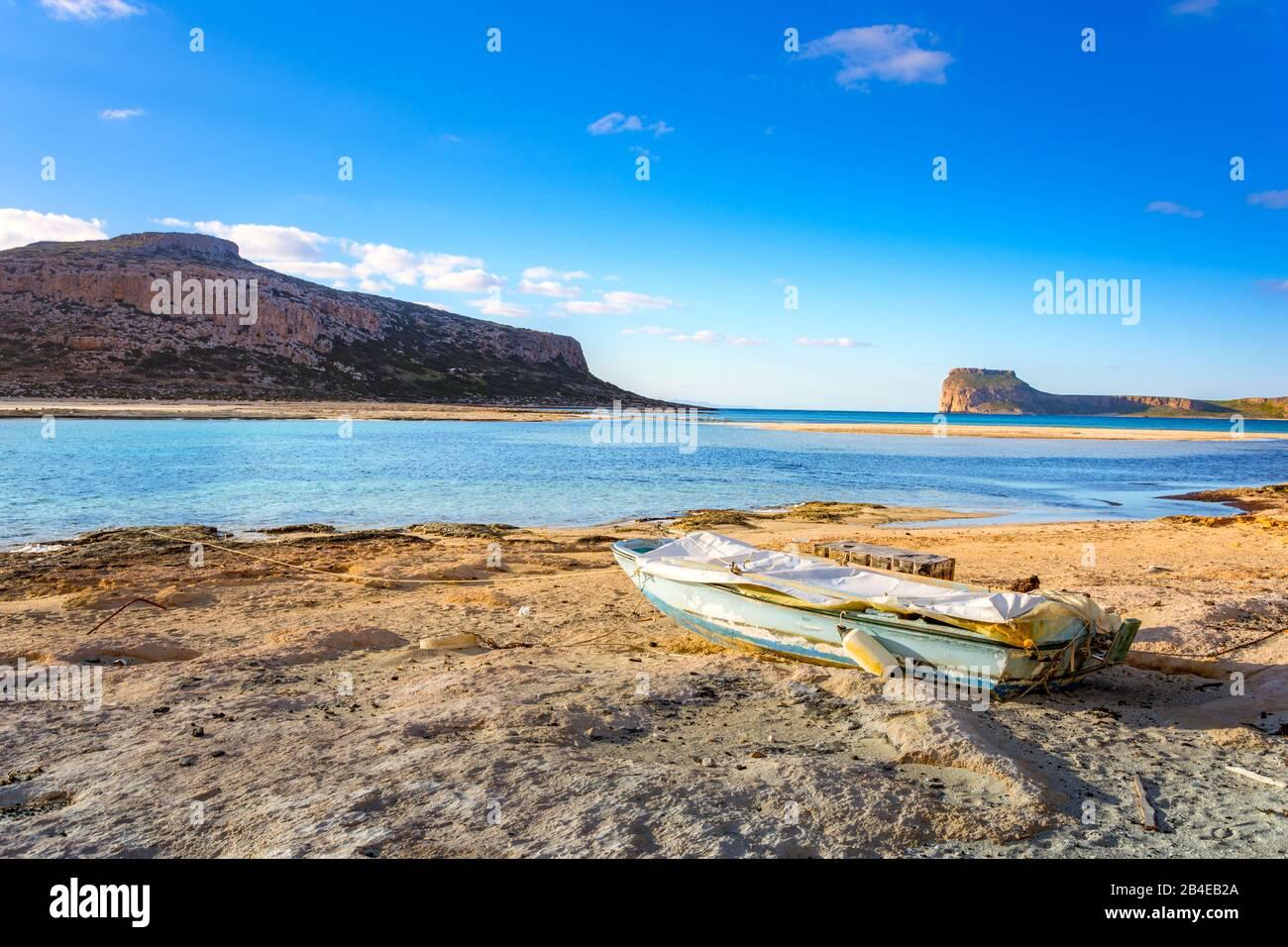 Tolle Aussicht auf die Lagune von Balos mit magischen türkisfarbene Wasser, Lagunen, tropische Strände mit weißem Sand und Insel Gramvousa auf Kreta, Griechenland Stockfoto