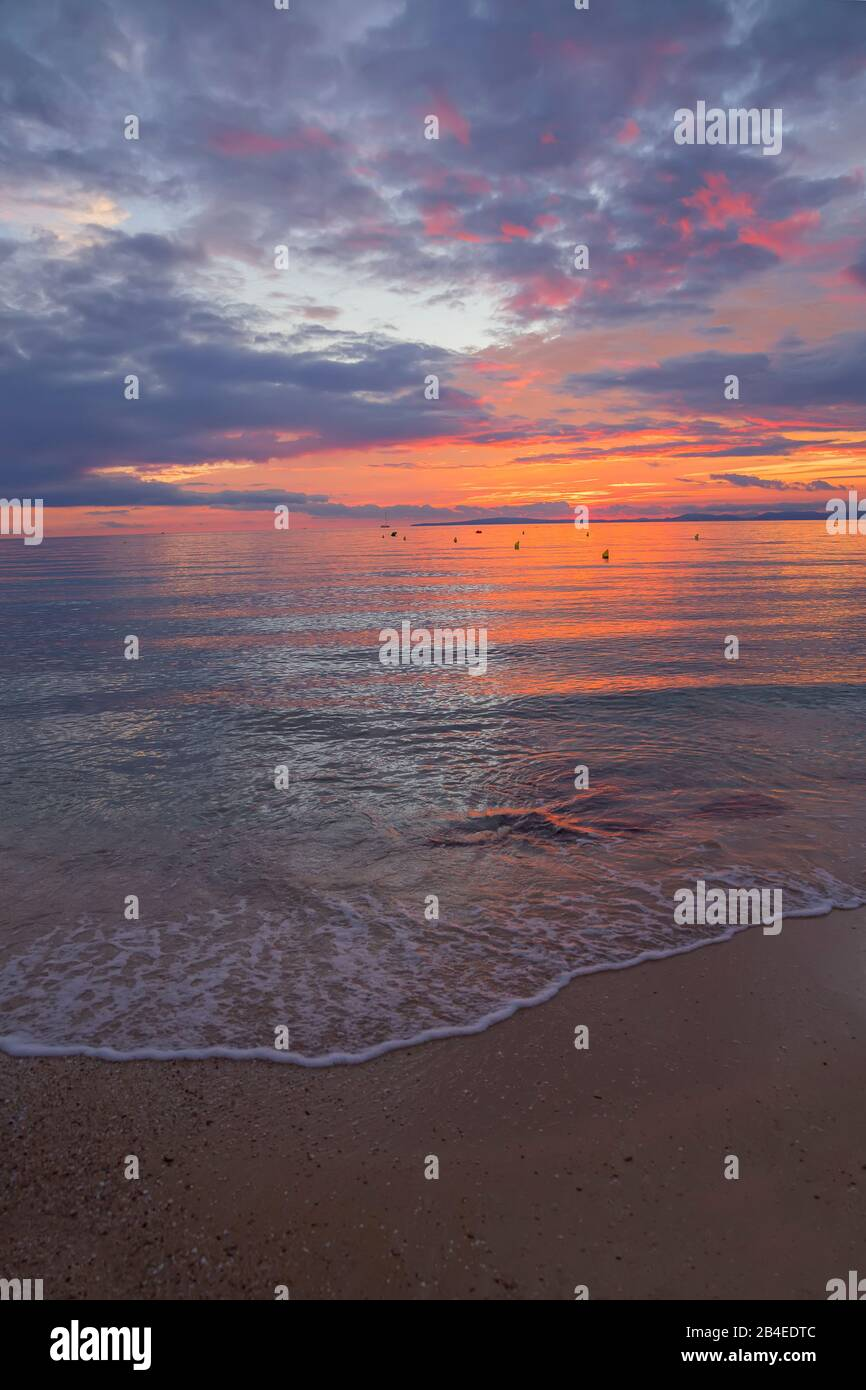 Sonnenuntergang am Strand von S'Arenal, Palma de Mallorca, Mallorca, Balearen, Spanien Stockfoto