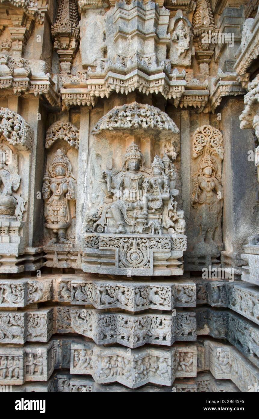 Geschnitzte Idole auf dem Chennakesava-Tempel, ist ein hinduistischer Tempel von Vaishnava, Somanathapura, Karnataka, Indien Stockfoto