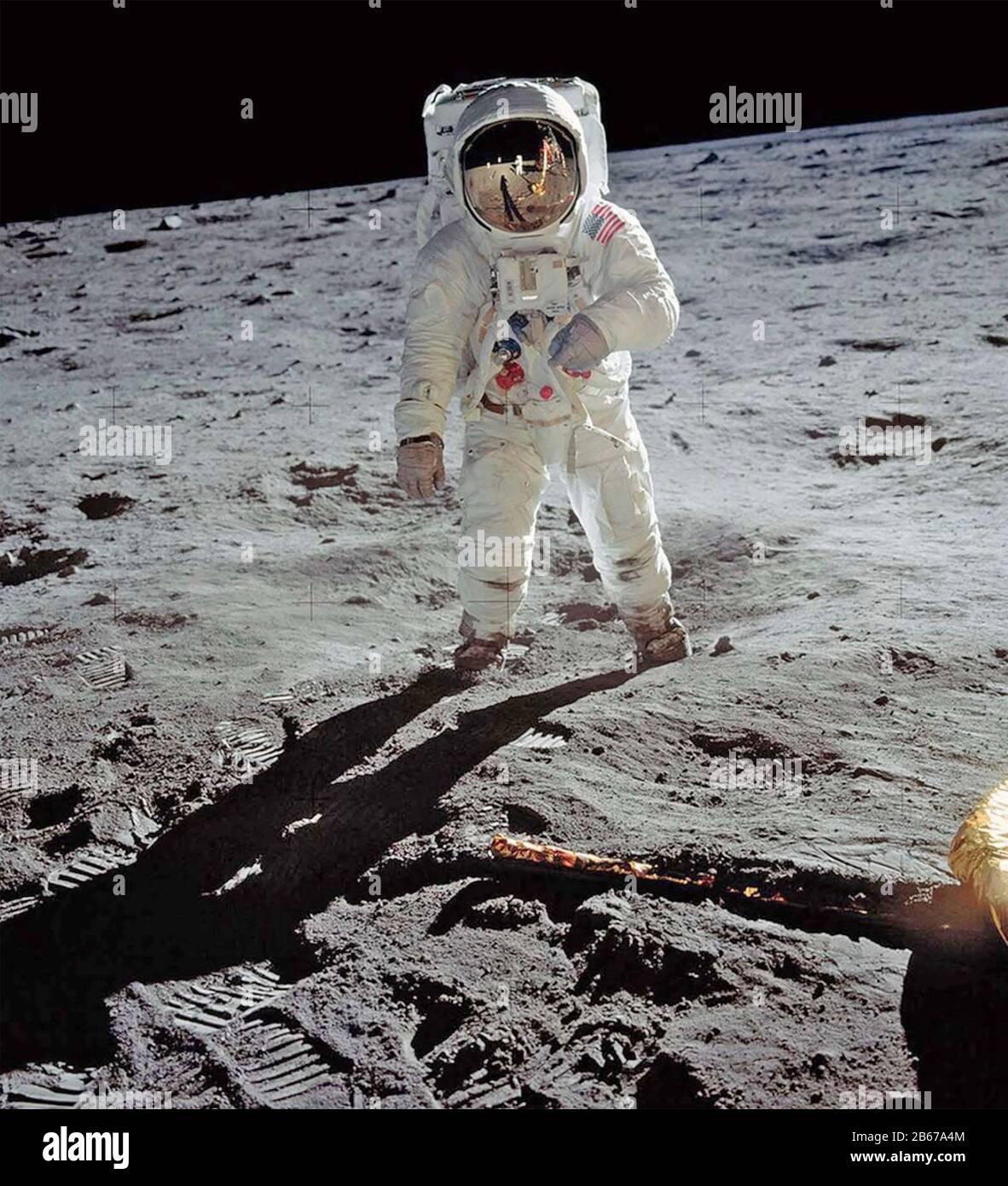 Buzz ALDRIN amerikanischer Astronaut Im Meer Der Ruhe des Mondes, 20. Juli 1969, fotografiert von Neil Armstrong, der sich im Helm von Aldrin widerspiegelt. Foto: NASA. Stockfoto