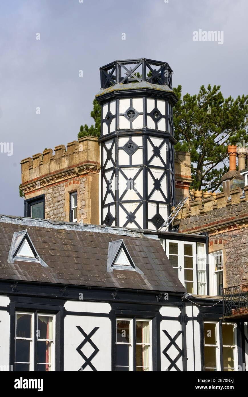 Der Turm Hirst aus Fachwerk ist ein außergewöhnliches viktorianisches Haus mit Blick auf die Avon Gorge at Sea Walls an den Downs Bristol UK Stockfoto