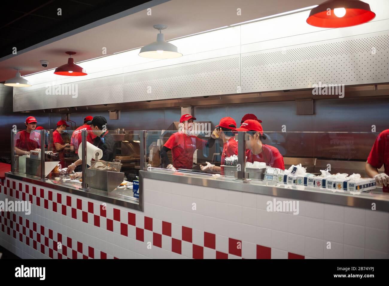 Guys American Kitchen Bar Stockfotos Und Bilder Kaufen Alamy