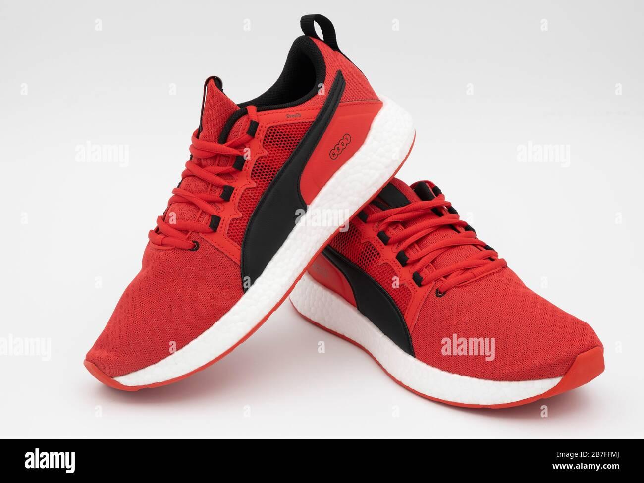 Puma Sneakers Stockfotos und bilder Kaufen Alamy