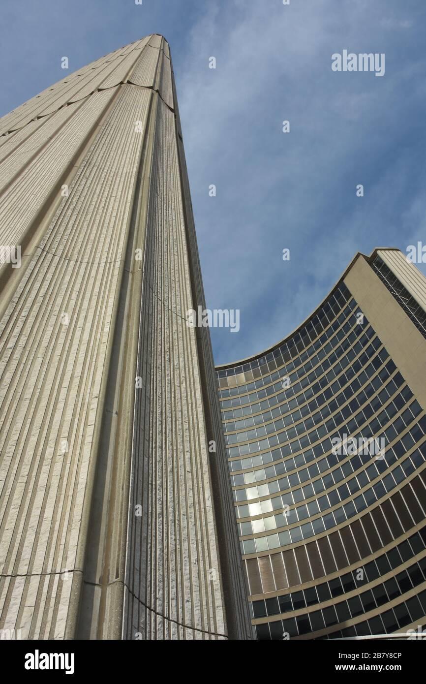 Die Toronto City Hall ist eines der bekanntesten Wahrzeichen Torontos in unmittelbarer Nähe. Kanada Stockfoto