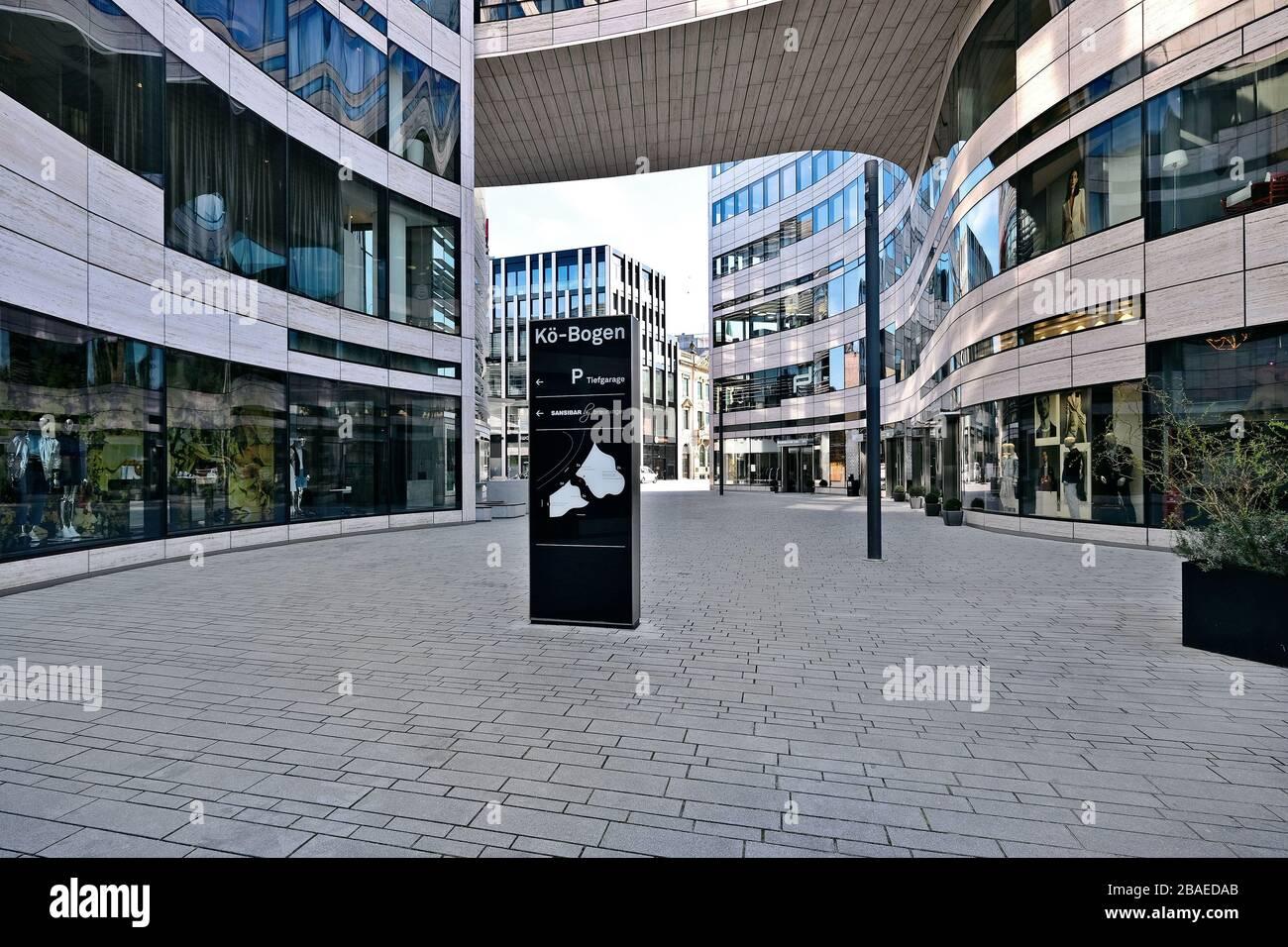 Leere Straßen in Düsseldorf während der Corona-Krise, Kö-Bogen Stockfoto