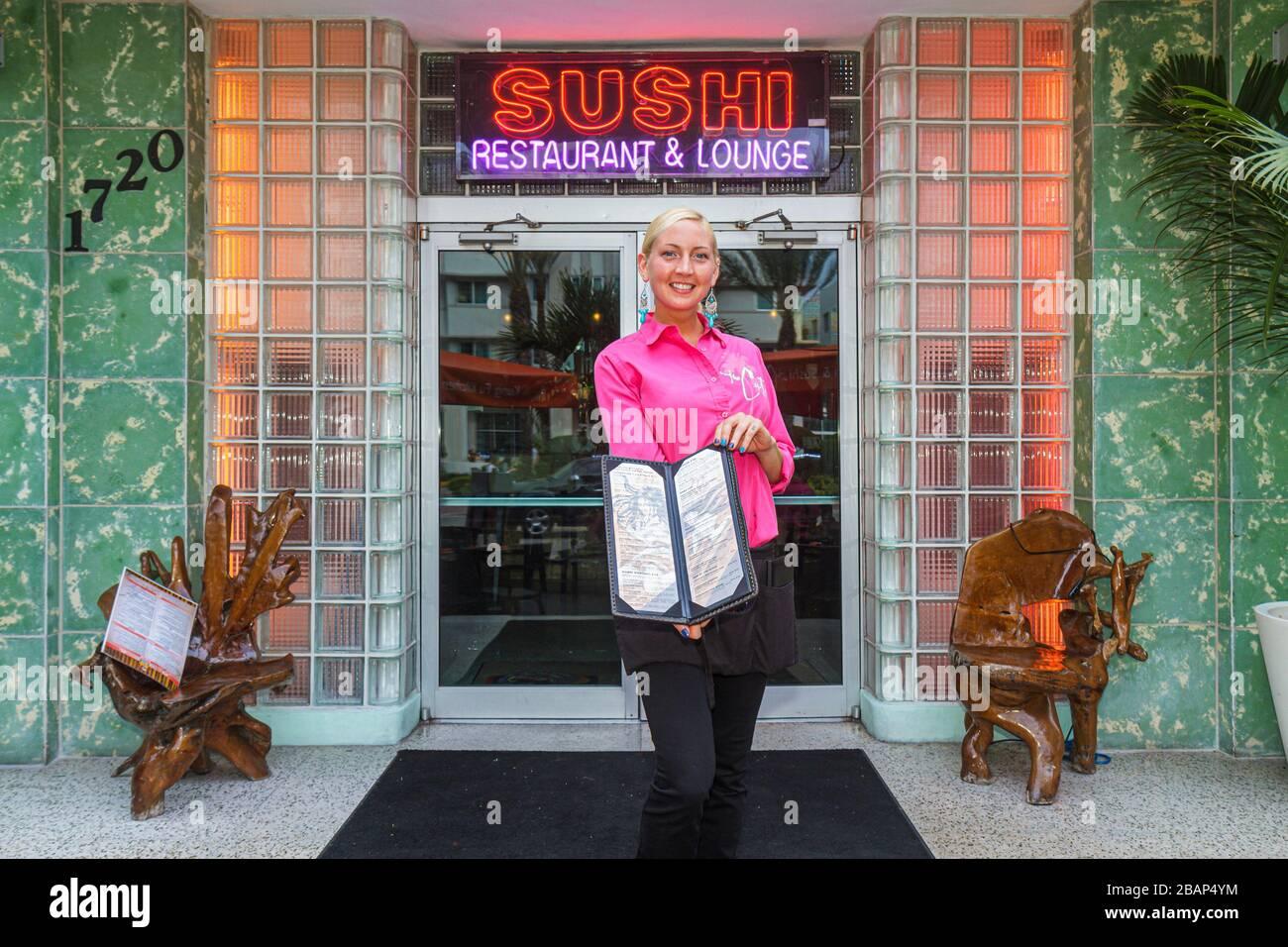 Miami Beach Florida Collins Avenue Kung Fu Küche und & Sushi Restaurant Catalina Hotel Haupteingang Neon Schild Frau Wirtin Stockfoto