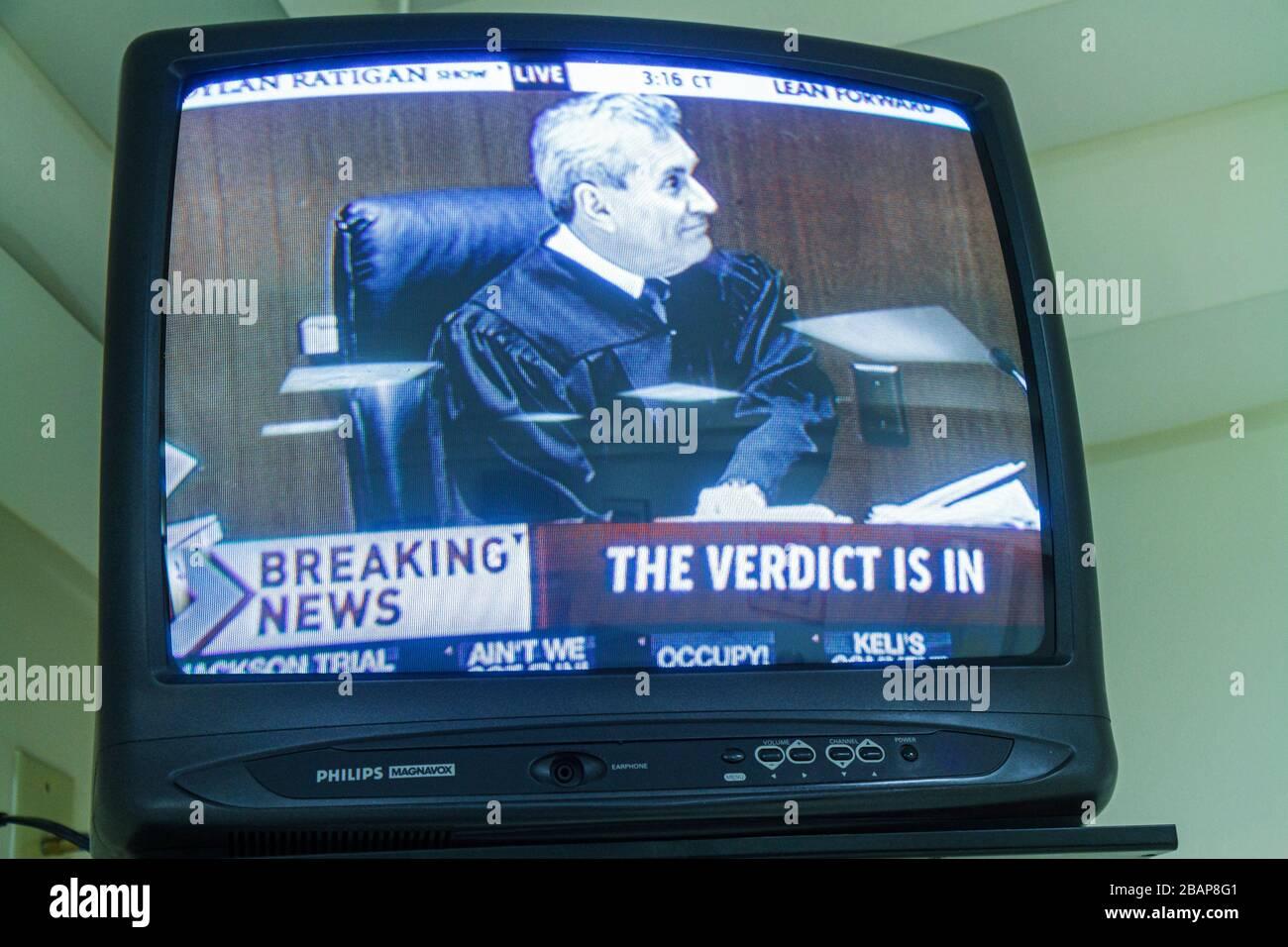 Miami Beach, Florida Fernseher TV FERNSEHER Kabel MSNBC Conrad Murray Prozess Michael Jackson Jacksons Arzt live Urteil bricht ne Stockfoto