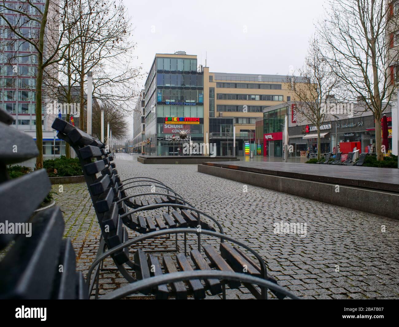 Menschenleere Prager Straße in der Dresdner Gastronomie Stockfoto