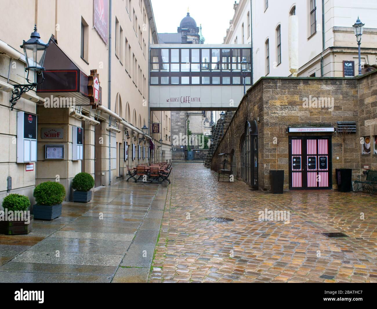 Dresden Kneipenmeile Münzgasse in der Altstadt bei Regen während Coronavirus Lockdown 2020 COVID-19 Gastronomie Restaurants Stockfoto