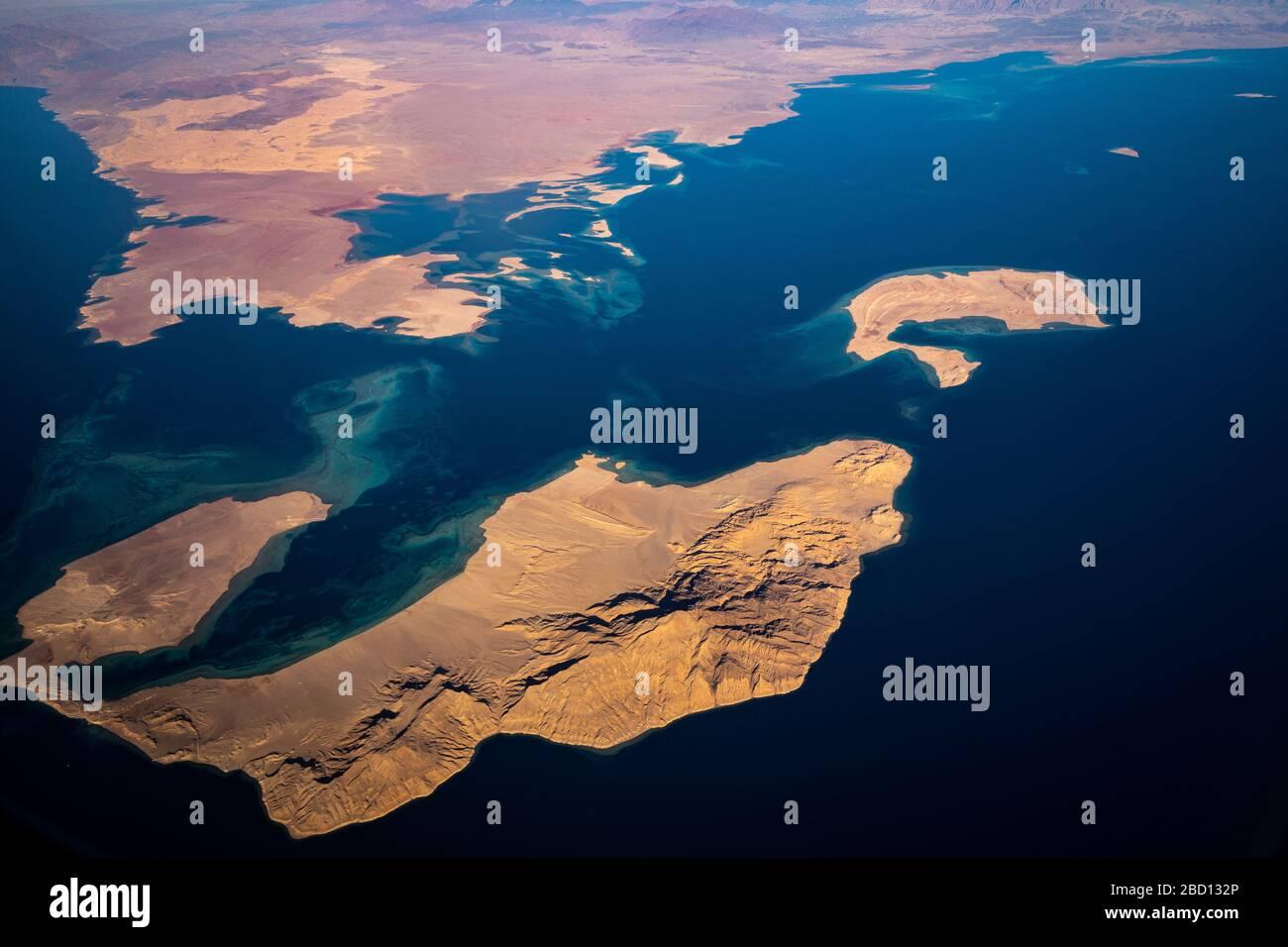 Luftaufnahme von Saudi-Arabien und den Meerengen von Tiran zwischen dem Golf von Akaba und dem Indischen Ozean Stockfoto