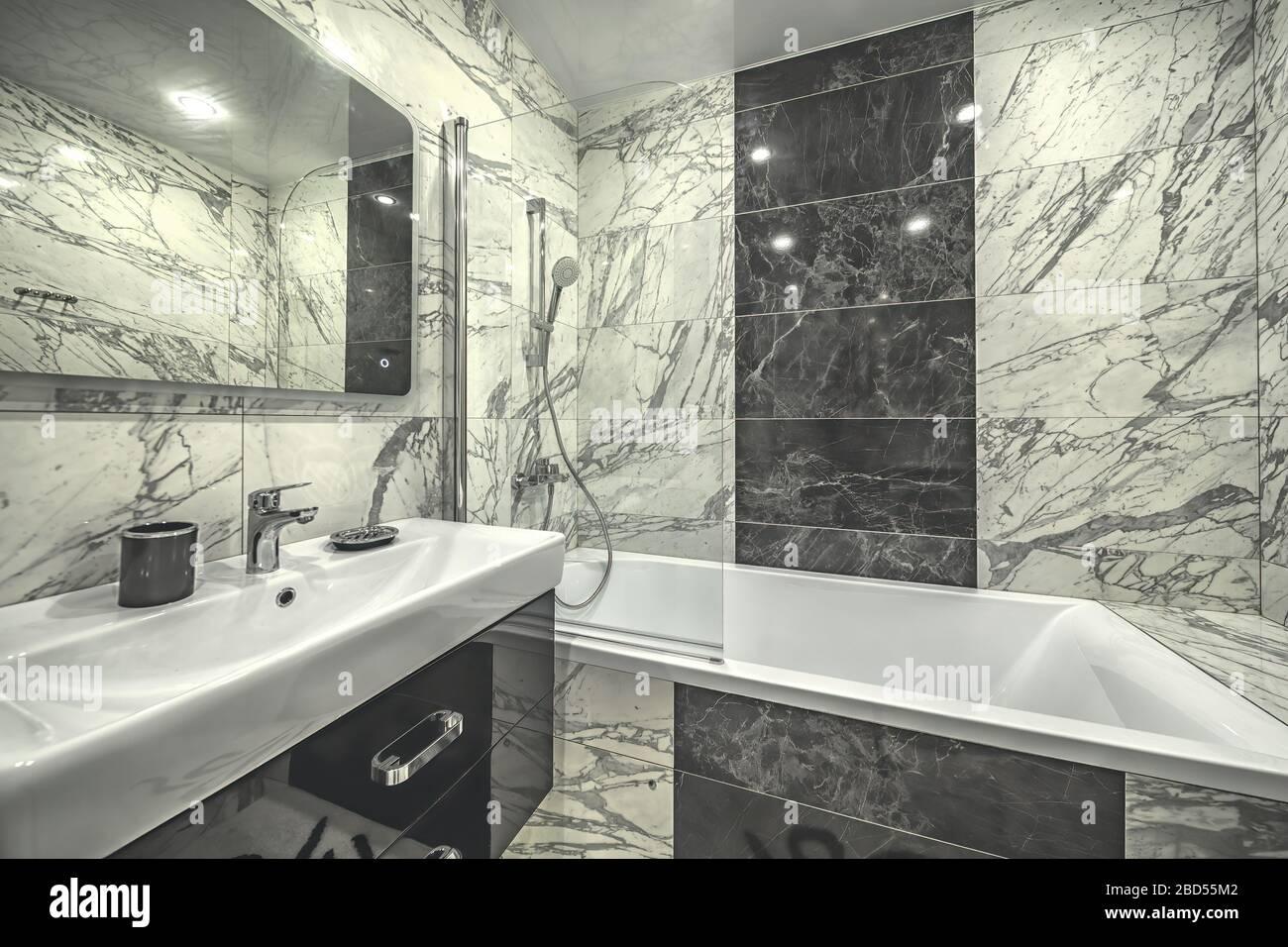 Einfarbiges Badezimmer Stockfotos und -bilder Kaufen - Alamy