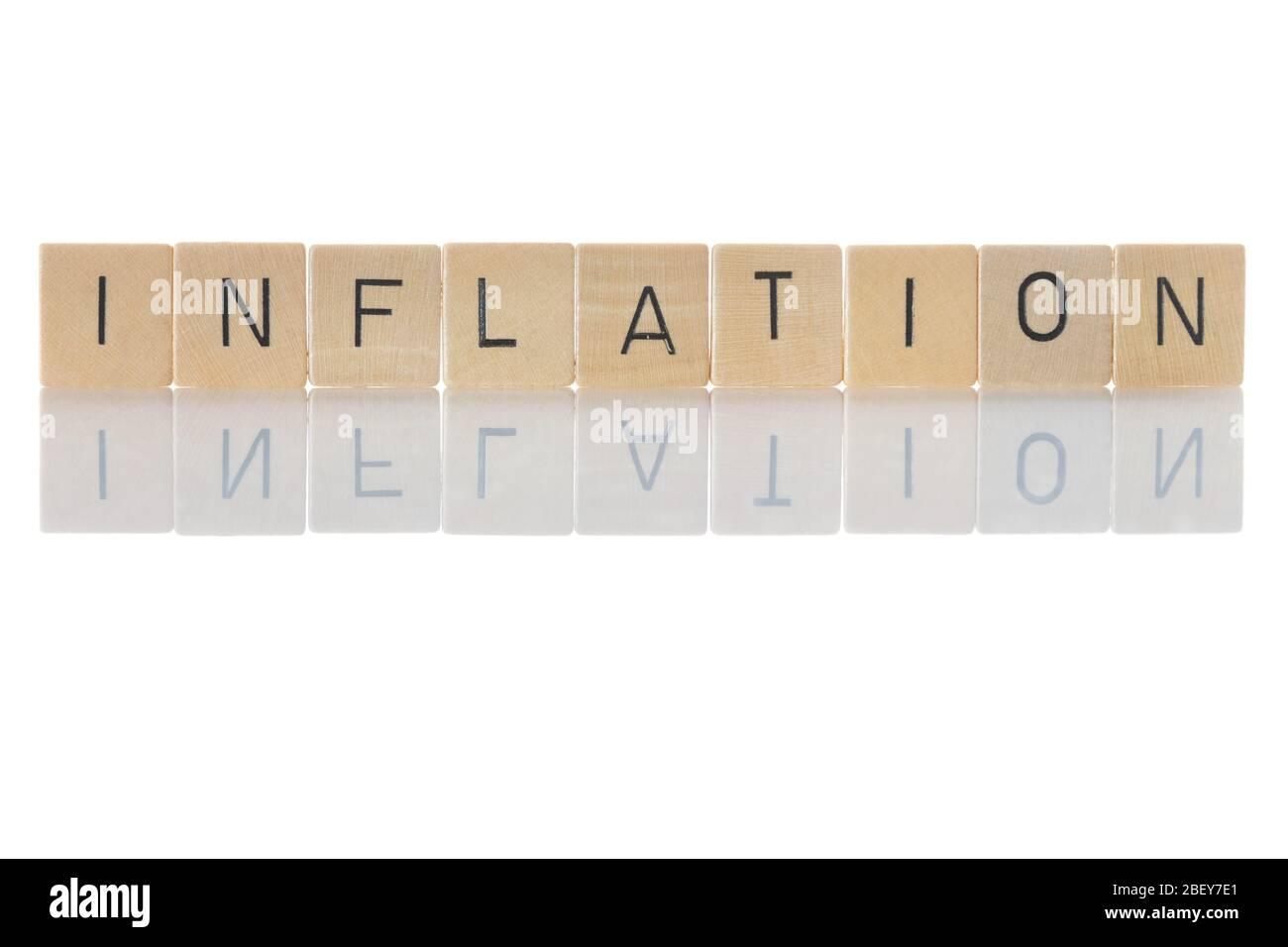 """Inflation, Währungsabwertung aufgrund anhaltender Preissteigerungen von Waren und Dienstleistungen.""""Inflation"""" als Wort isoliert auf weißem Hintergrund Stockfoto"""