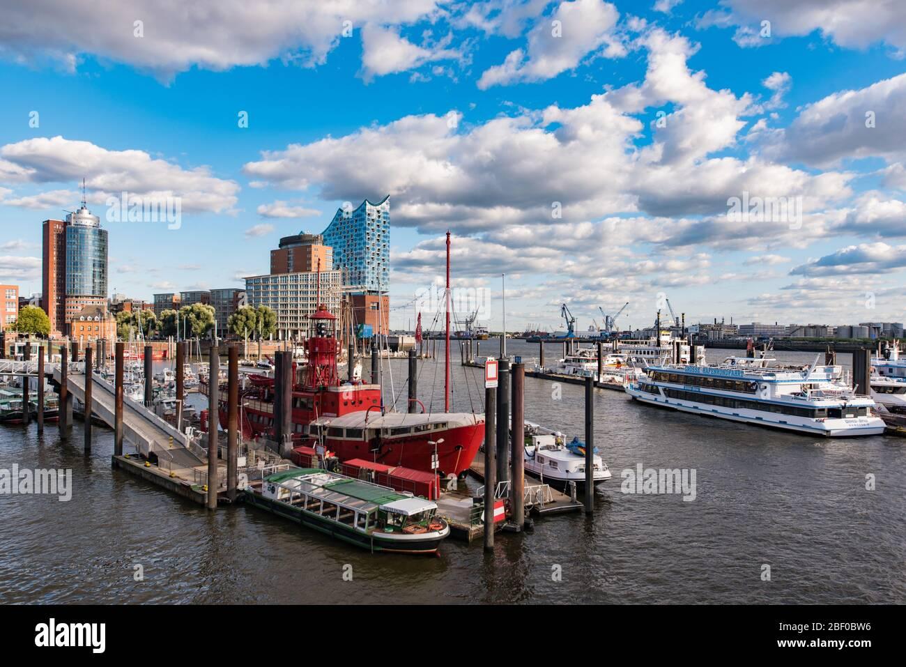 Panoramablick auf den Hamburger Hafen Stockfoto