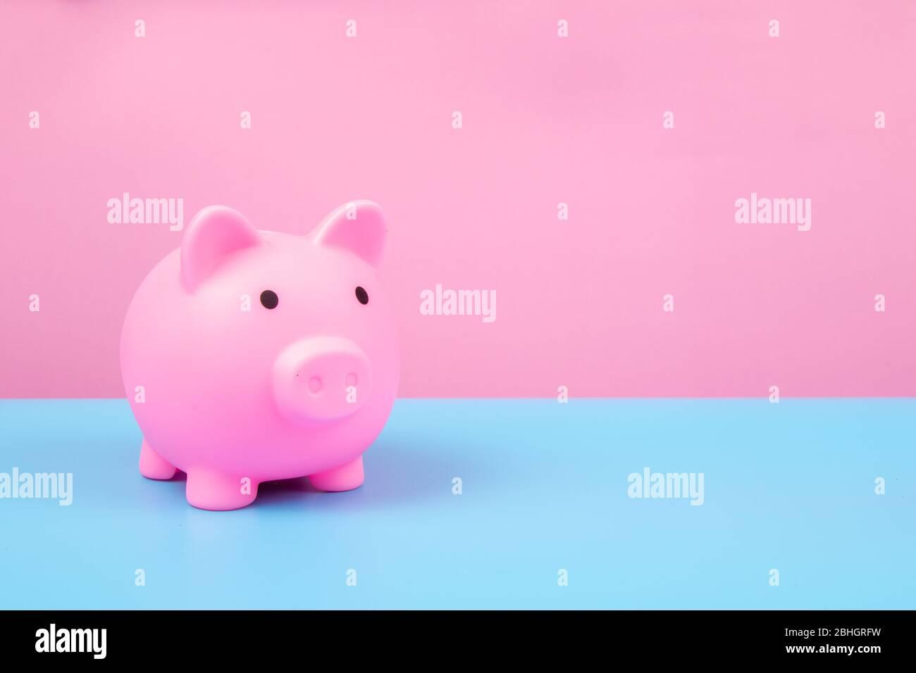 Rosa Piggy Bank auf Harmonie Hintergrund. Stockfoto