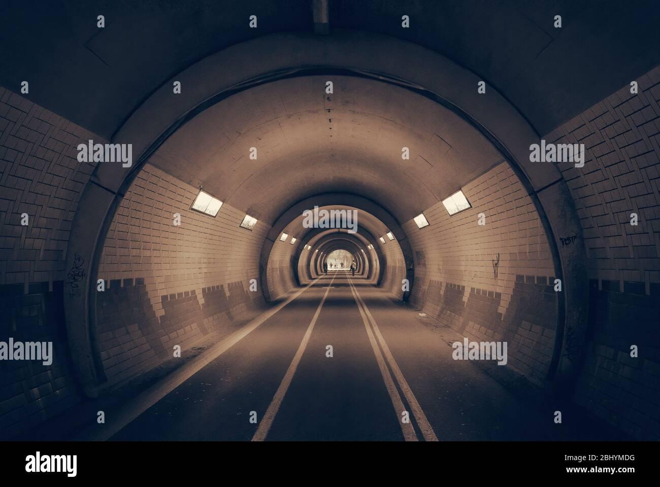 Es gibt ein Licht im Tunnel. Stockfoto