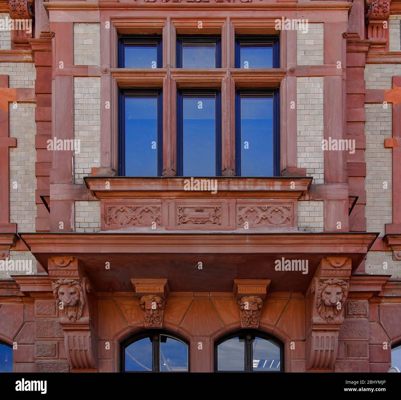 Historische Architektur der Ratsapotheke, Breite Straße 22, Stadt Wernigerode im Harz, Sachsen-Anhalt, Deutschland. Stockfoto