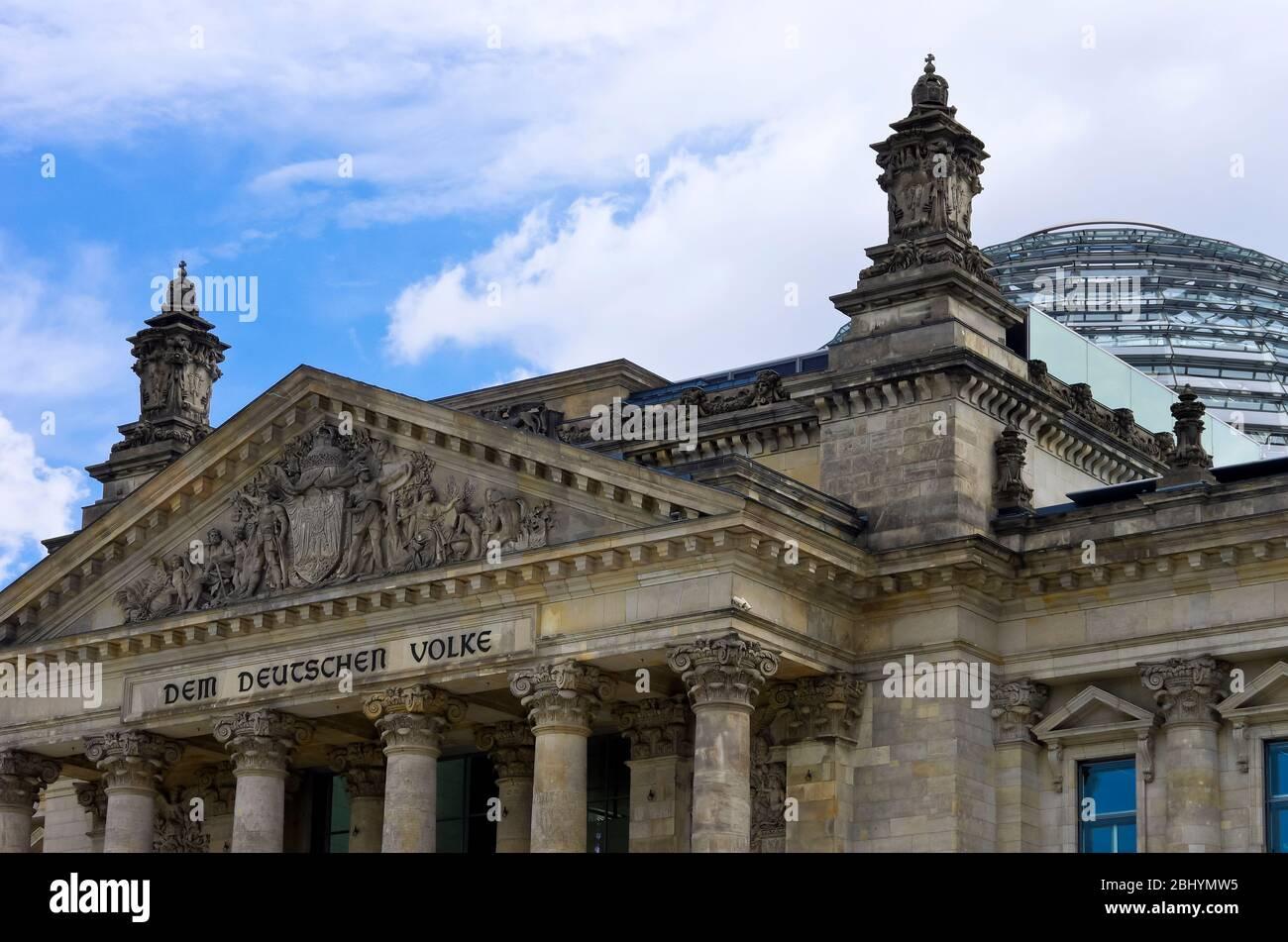 Reichstagsgebäude, Sitz des Deutschen Bundestages in Berlin, Brandenburg, Deutschland. Stockfoto