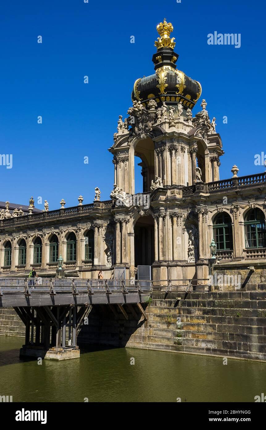 Das Krontor des Zwinger-Schlosses in Dresden, Sachsen, Deutschland. Stockfoto