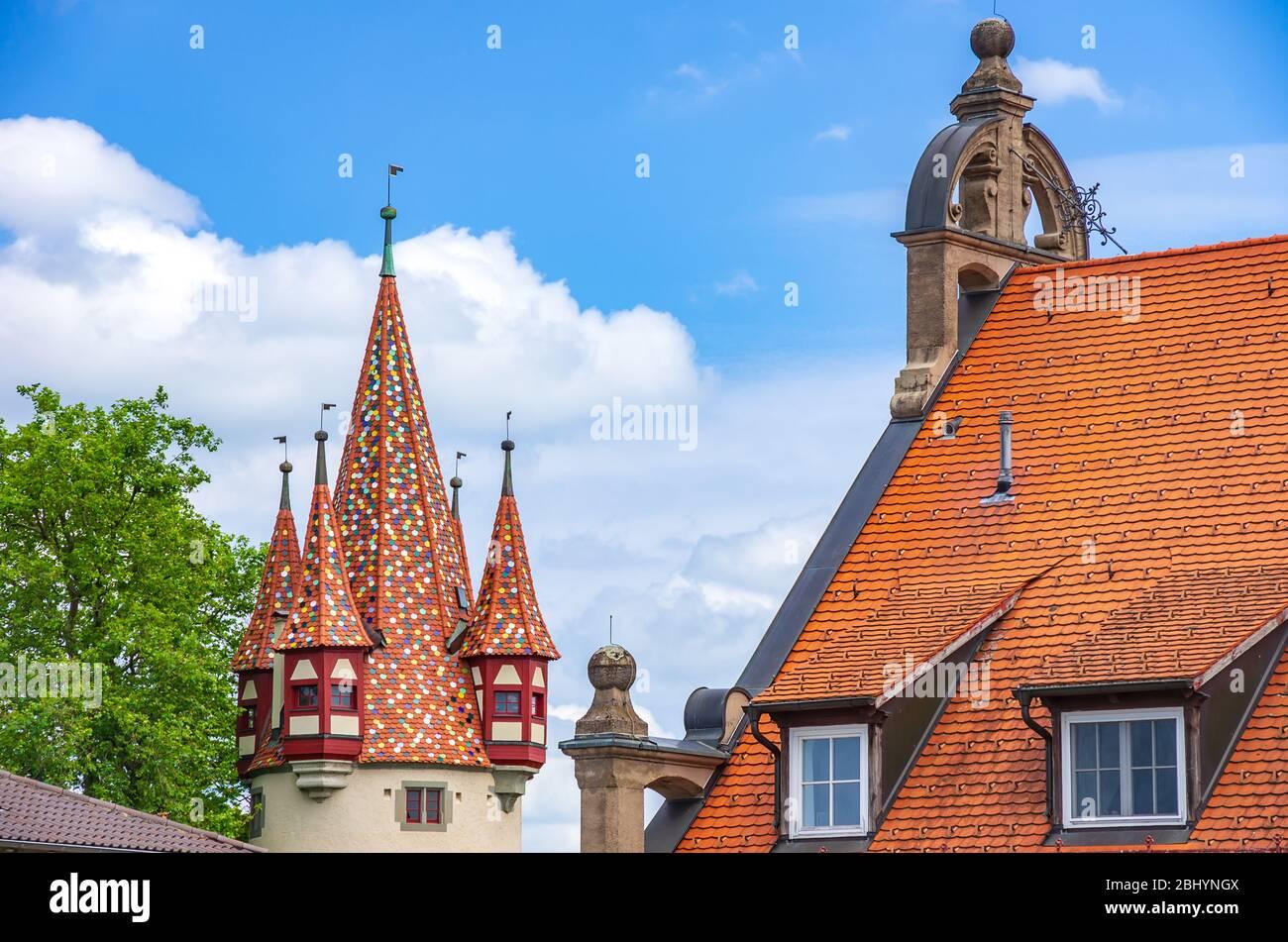Der Diebe-Turm und das neue Kunstmuseum im ehemaligen Hauptpostamt Lindau am Bodensee, Bayern, Deutschland, Europa. Stockfoto
