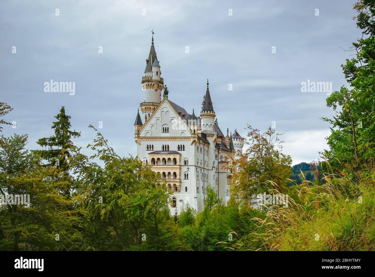 Herbst Schloss Neuschwanstein, in Hohenschwangau bei Füssen, Bayern, Deutschland. Stockfoto