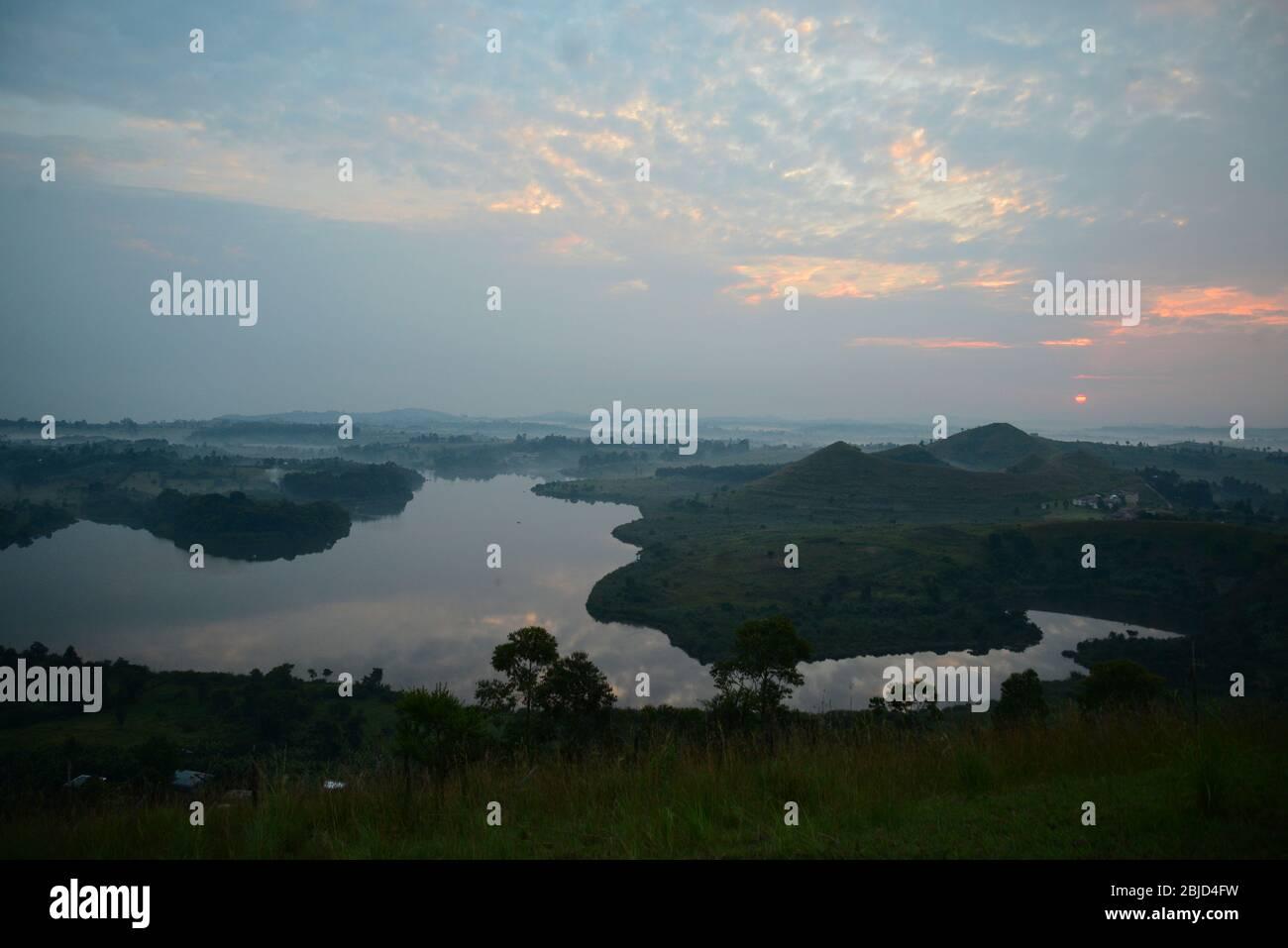 Kraterseen in der Nähe von Fort Portal in Uganda, Zentralafrika. Stockfoto