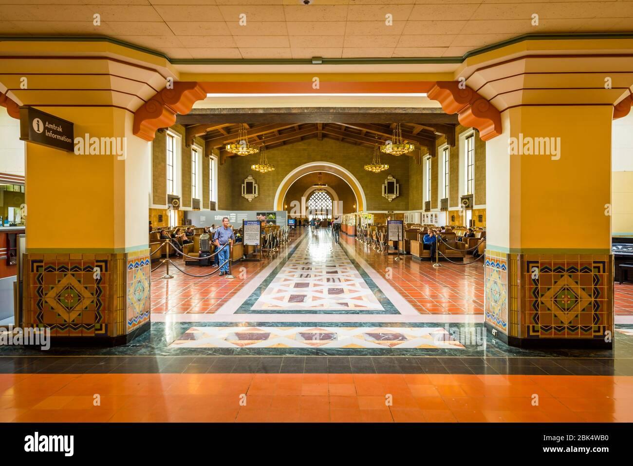 Blick auf den Innenbereich von Union Station, Los Angeles, Kalifornien, Vereinigte Staaten von Amerika, Nordamerika Stockfoto