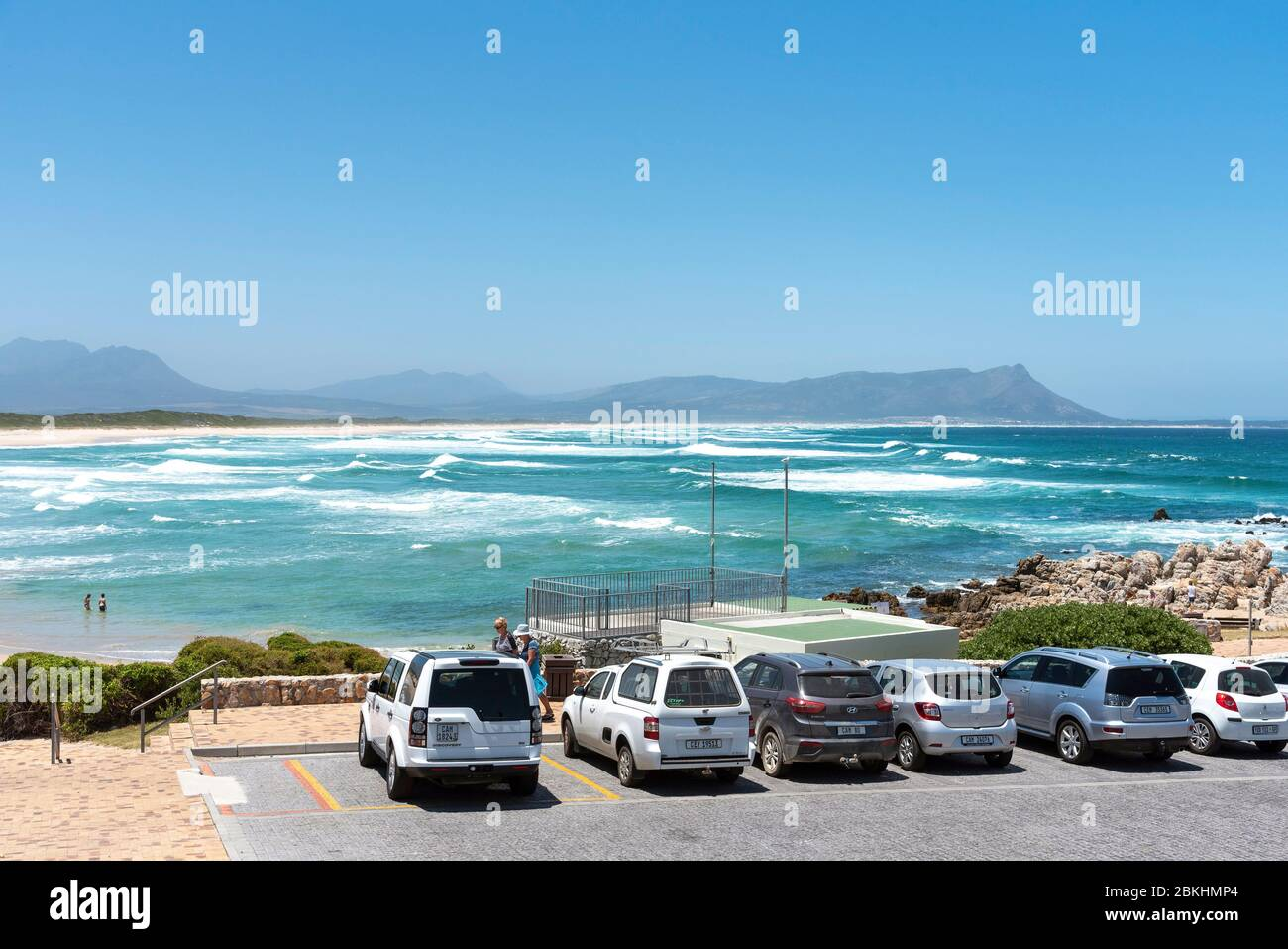 Kleinmond, Westkap, Südafrika. 2019, die Strandpromenade von Kleinmond eine kleine Stadt an der alantischen Küste an der Gartenroute im Westkap-Regi Stockfoto